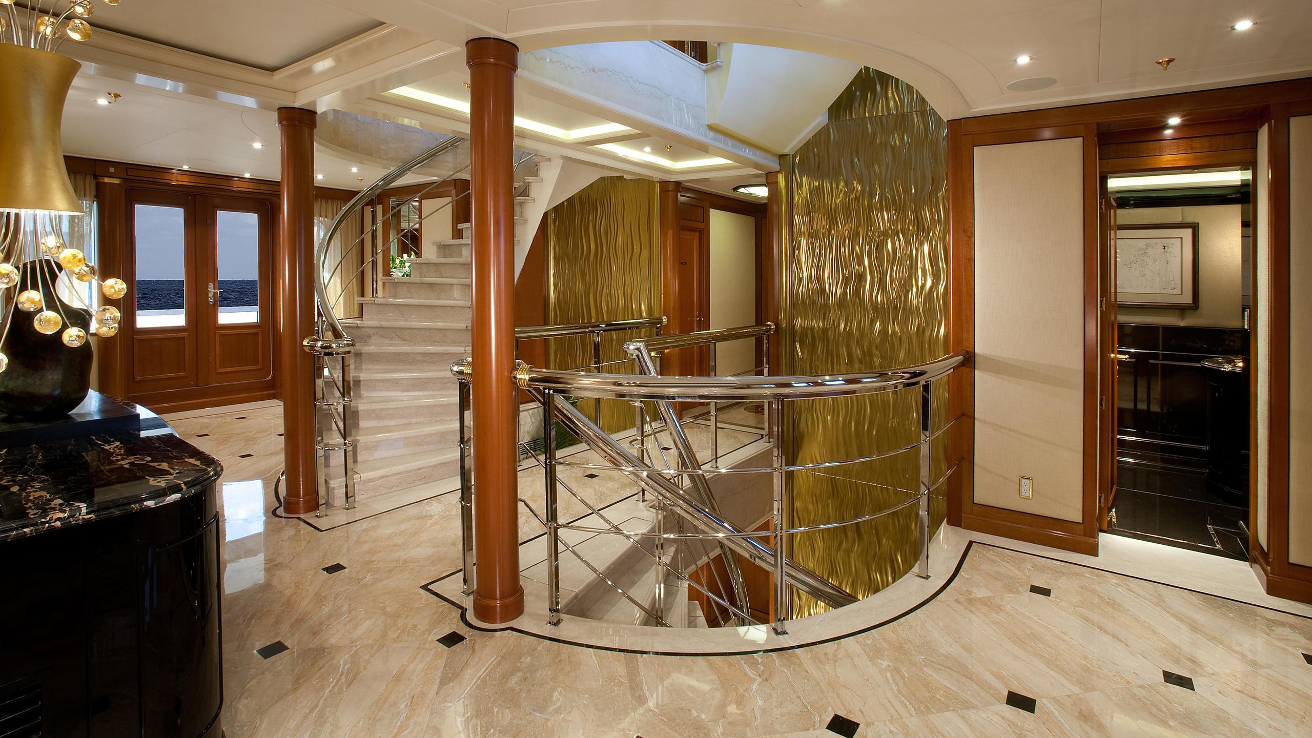 Attessa-IV-motor-yacht-hayashikane-1999-101m-foyer