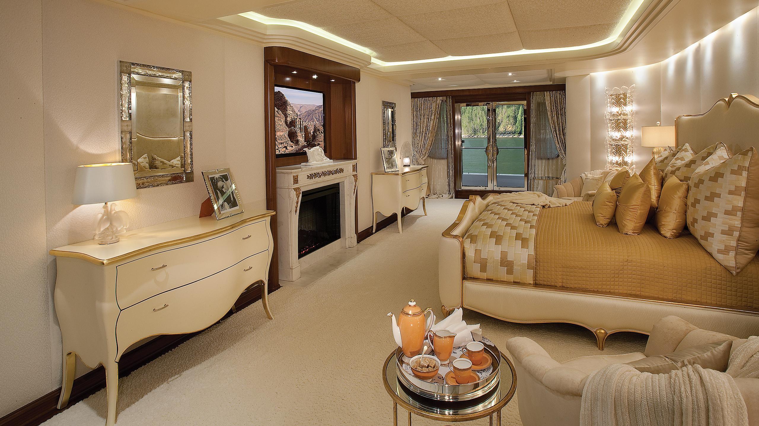 Attessa-IV-motor-yacht-hayashikane-1999-101m-cabin