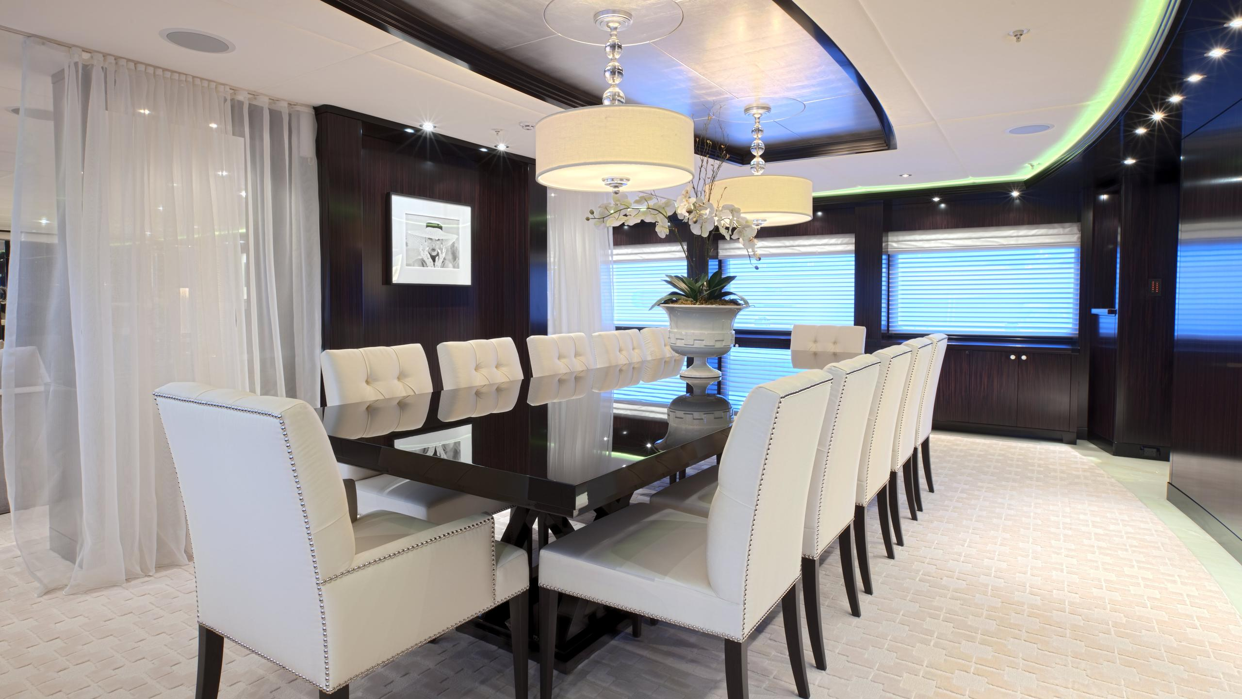CARPE-DIEM-motor-yacht-trinity-2011-58m-dining-room