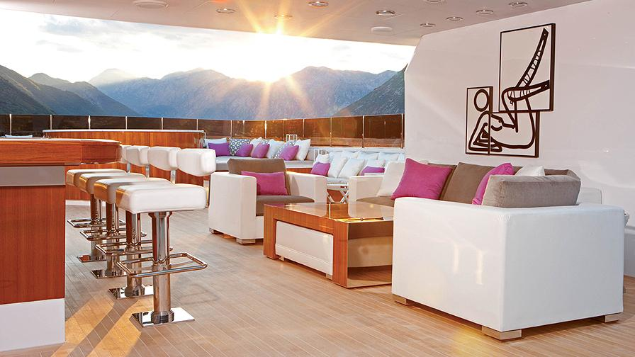 CARPE-DIEM-motor-yacht-trinity-2011-58m-covered-deck
