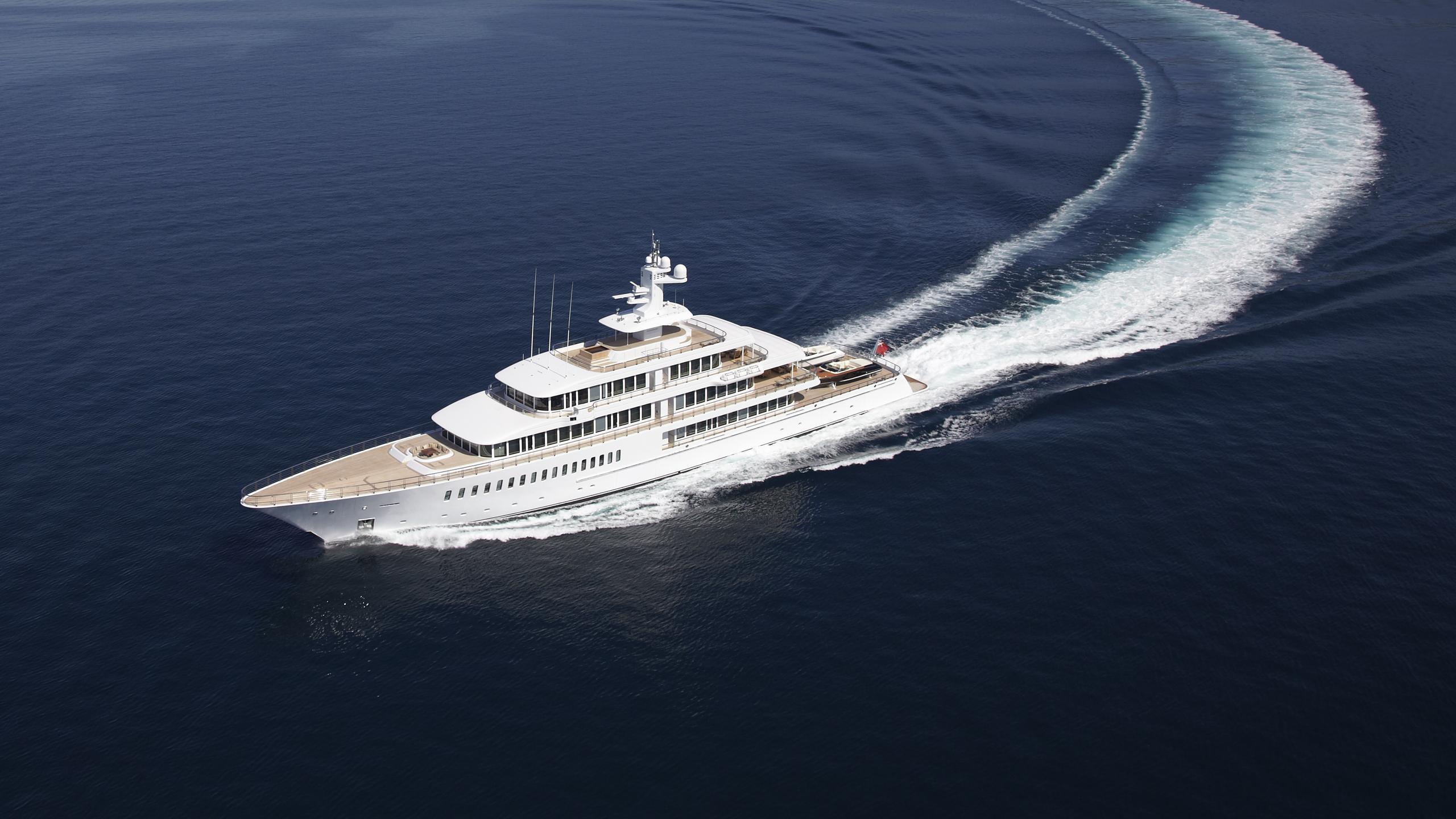 musashi-motor-yacht-feadhsip-2011-88m-aerial-cruising