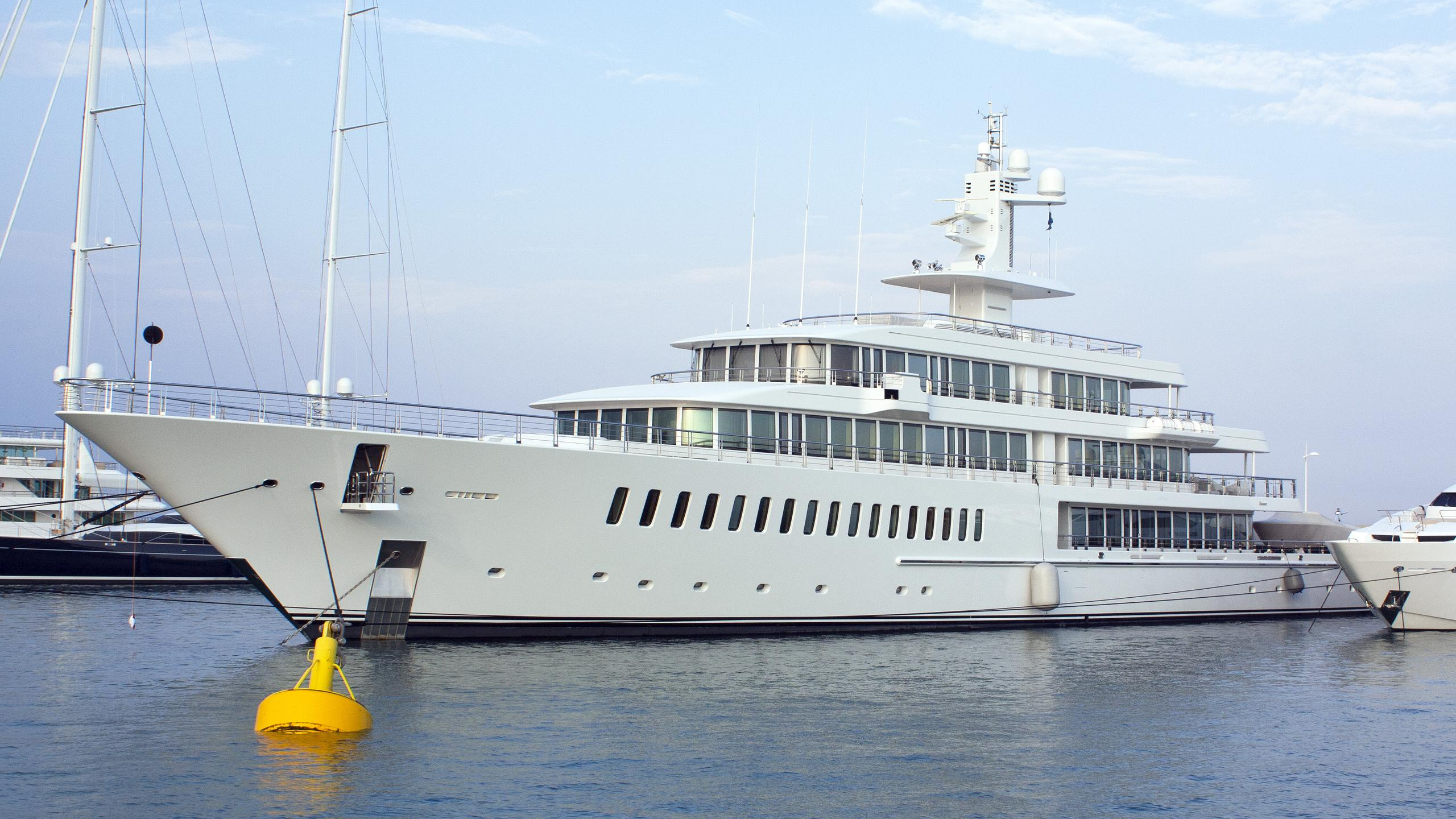 musashi-motor-yacht-feadhsip-2011-88m-half-profiile