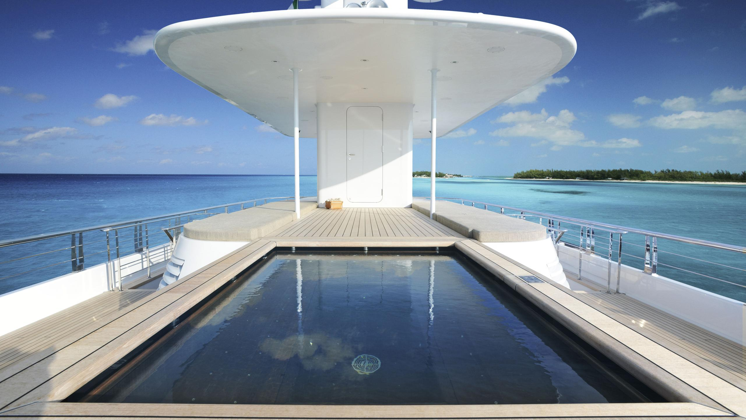 musashi-motor-yacht-feadhsip-2011-88m-pool