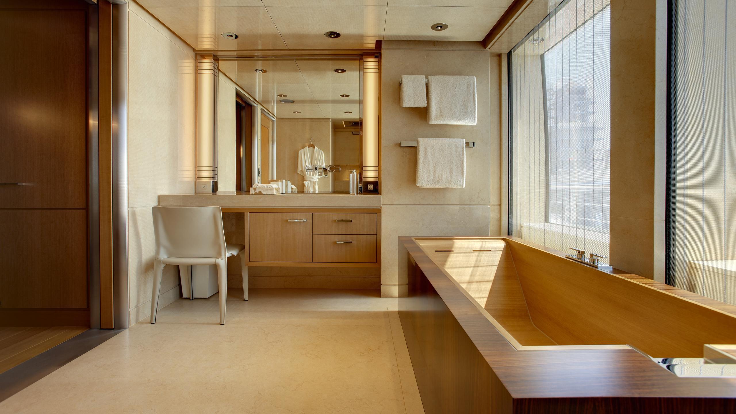 musashi-motor-yacht-feadhsip-2011-88m-bathroom