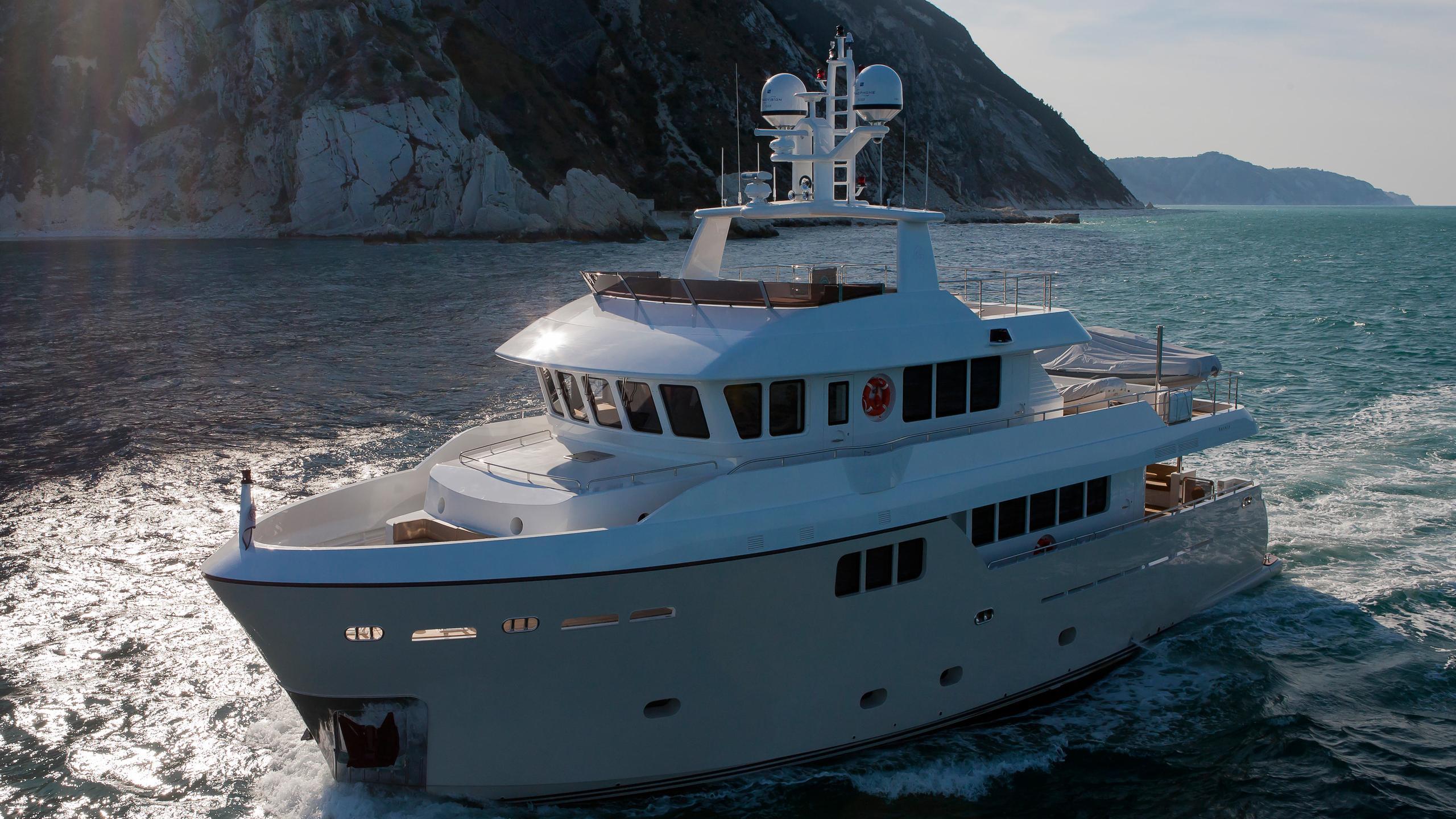 percheron-motor-yacht-cantiere-delle-marche-darwin-86-2012-26m-bow