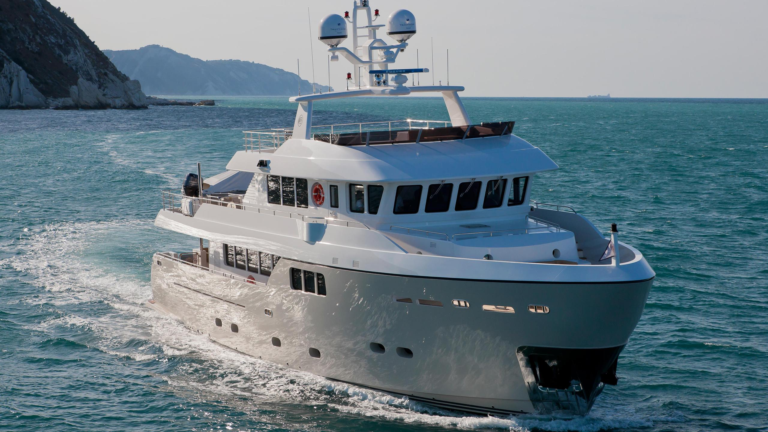 percheron-motor-yacht-cantiere-delle-marche-darwin-86-2012-26m-bow-cruising