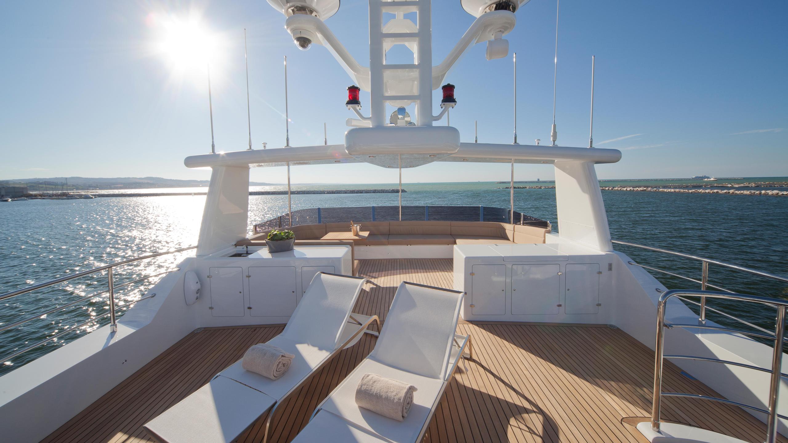 percheron-motor-yacht-cantiere-delle-marche-darwin-86-2012-26m-sundeck