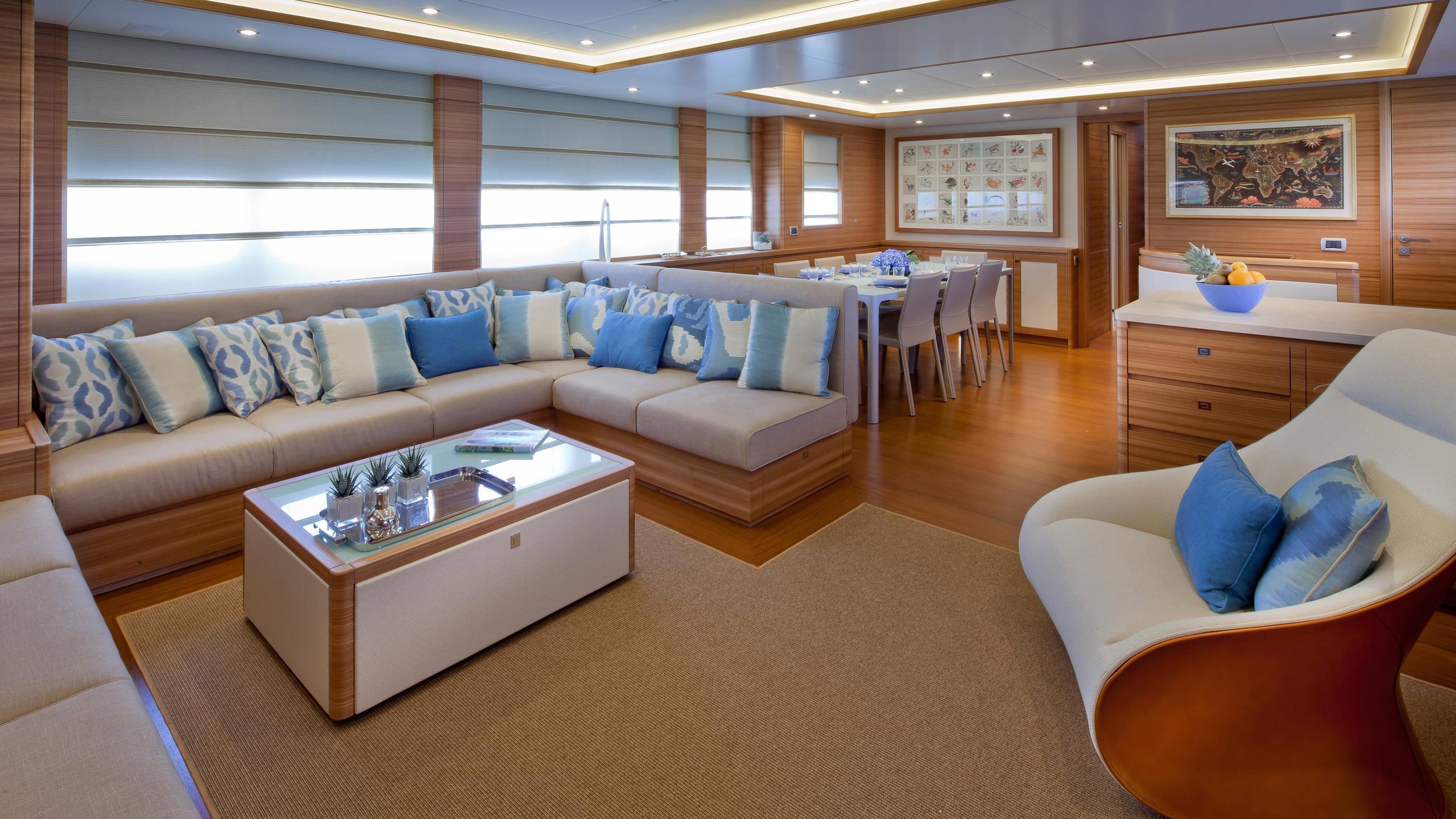 percheron-motor-yacht-cantiere-delle-marche-darwin-86-2012-26m-saloon