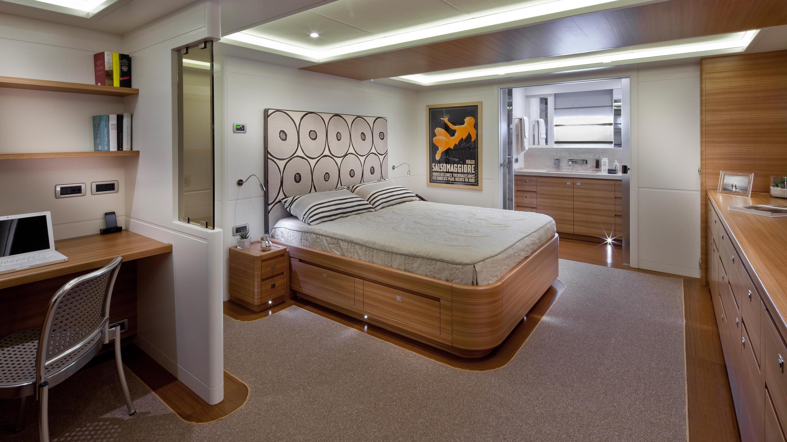 percheron-motor-yacht-cantiere-delle-marche-darwin-86-2012-26m-cabin-with-desk