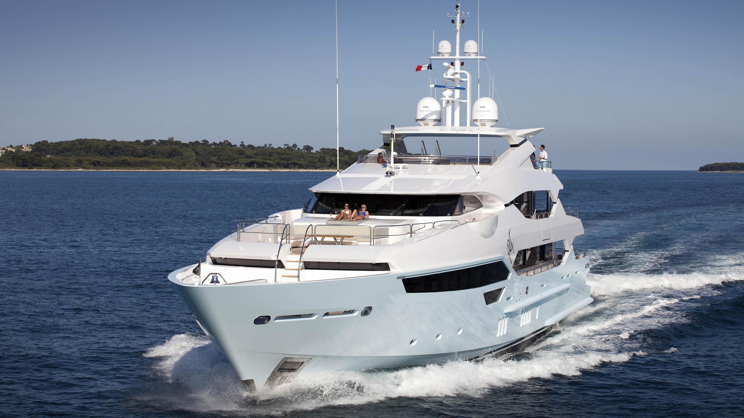arados-blush-motor-yacht-sunseeker-2014-47m-bow