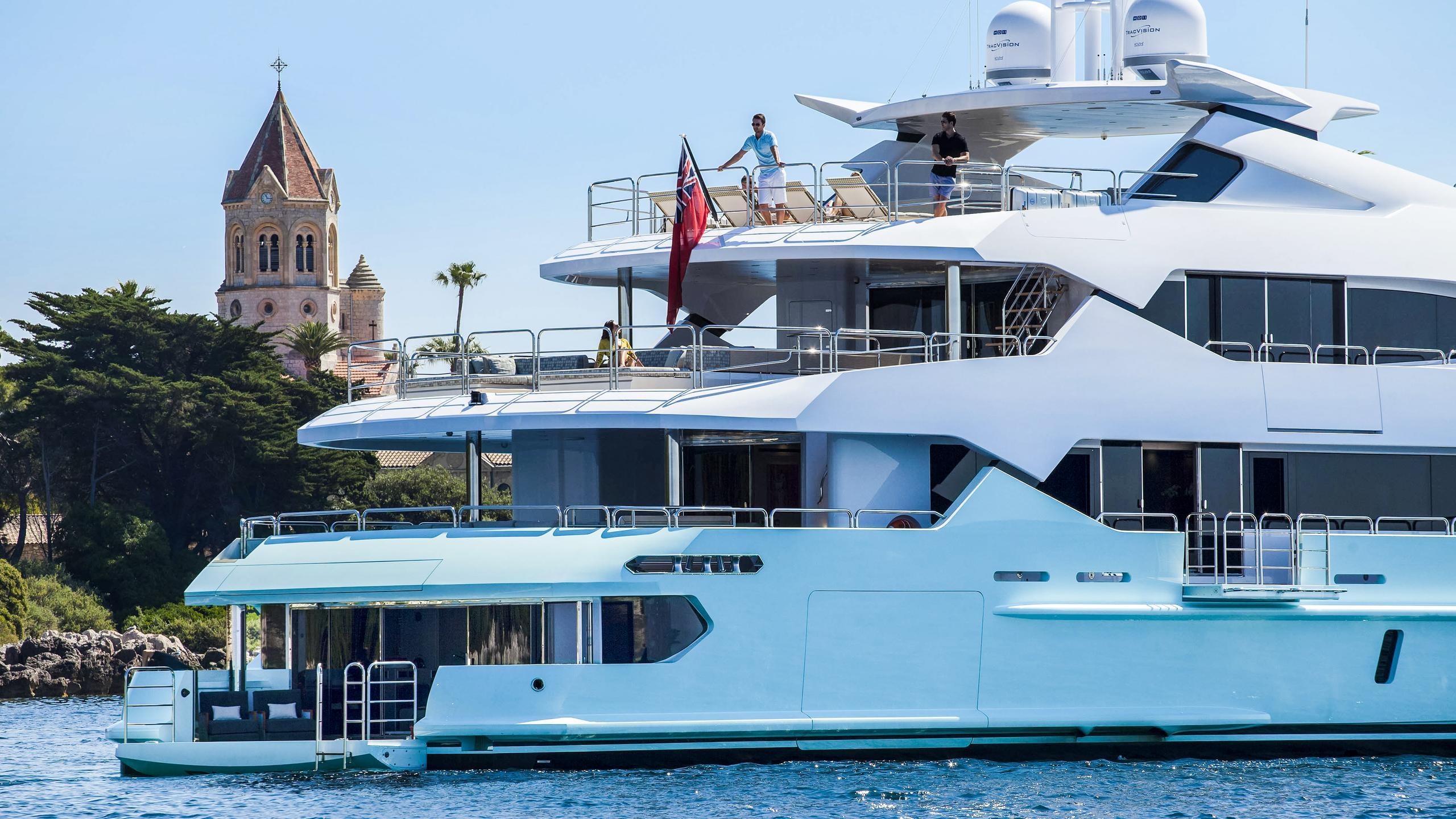 arados-blush-motor-yacht-sunseeker-2014-47m-stern