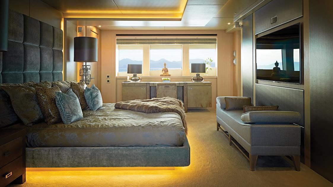 arados-blush-motor-yacht-sunseeker-2014-47m-master-state-room