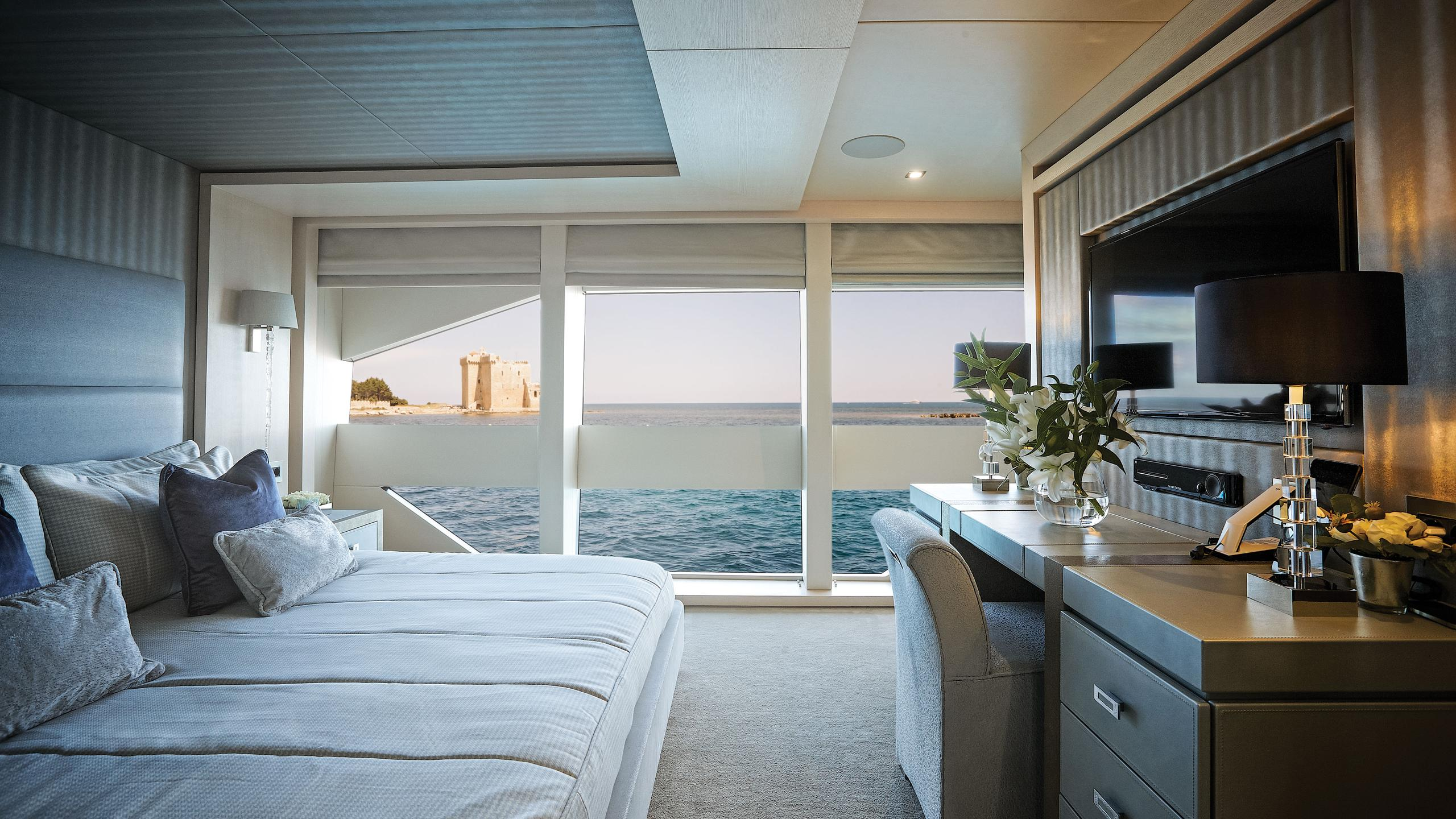 arados-blush-motor-yacht-sunseeker-2014-47m-guest-cabin