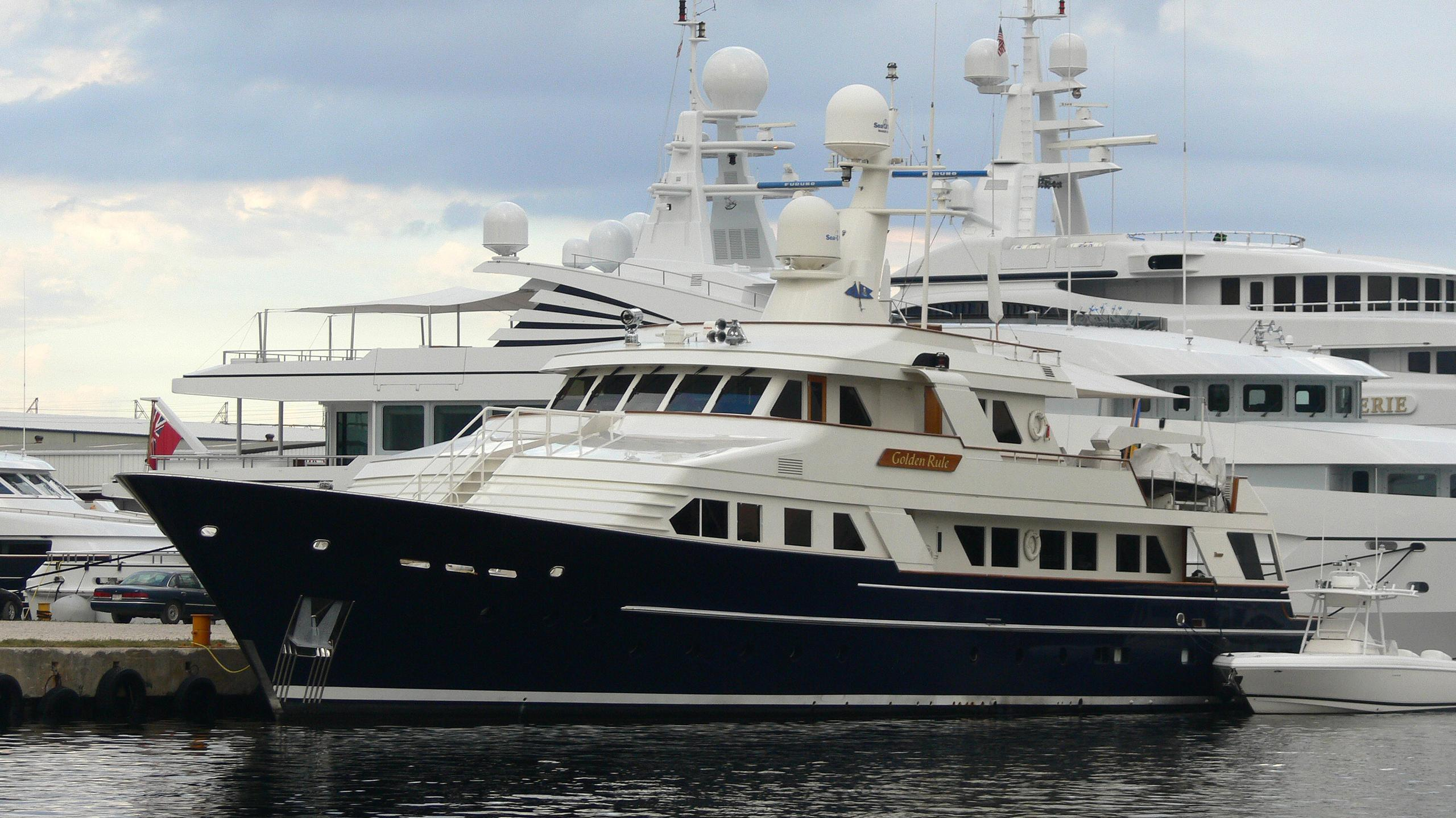 miss-iloilo-motor-yacht-feadship-1986-39m-half-profile-moored