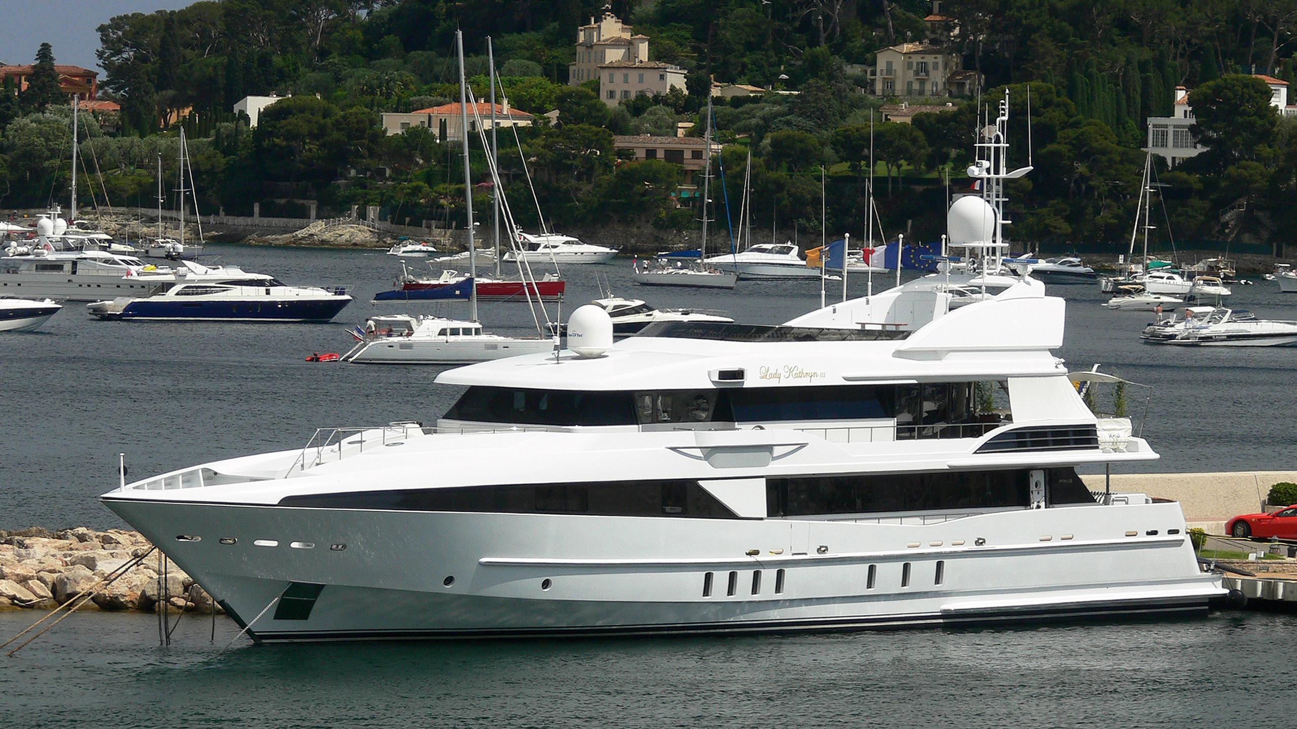 horizons-ii-motor-yacht-nqea-2004-44m-half-profile-moored