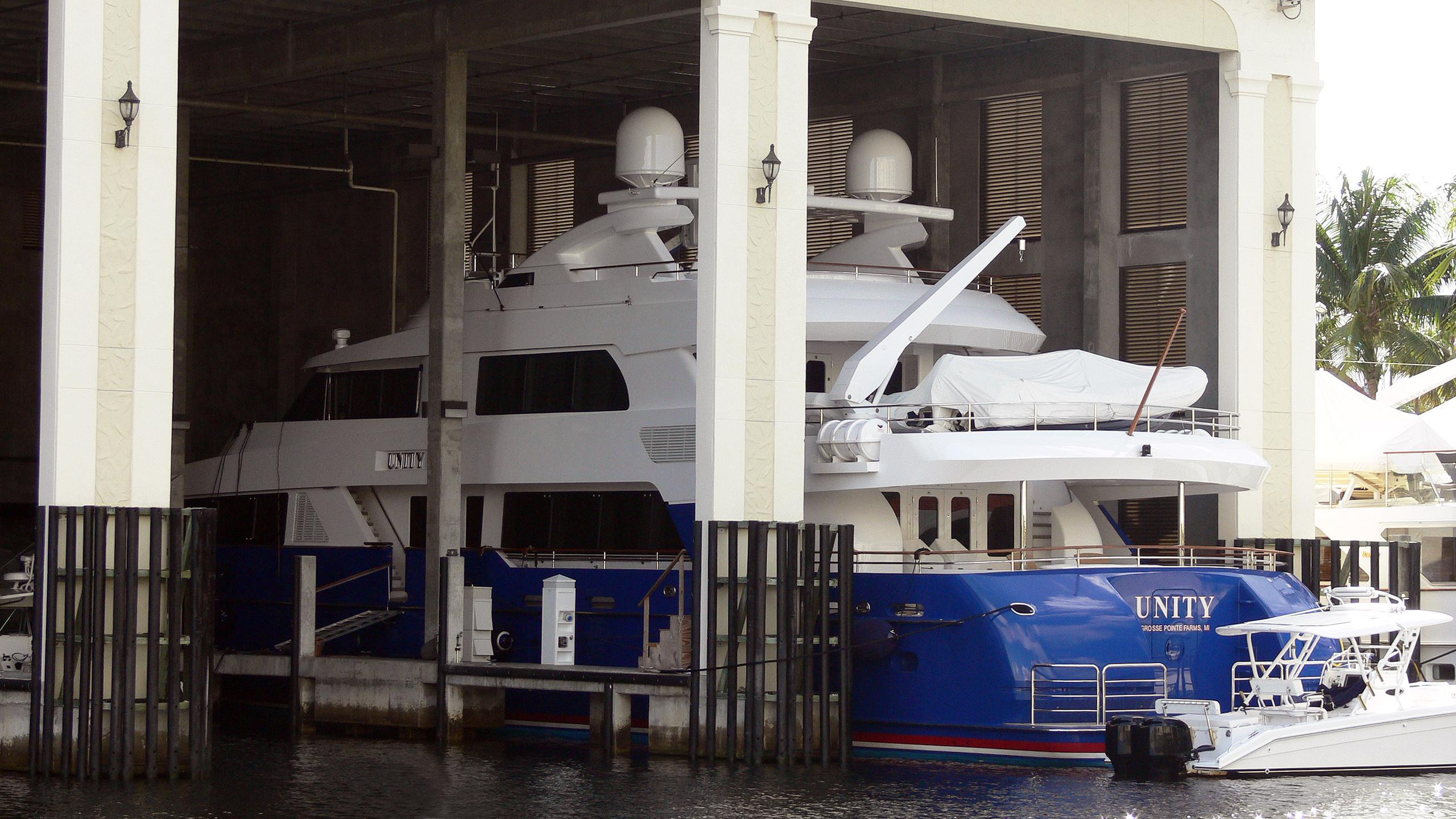 unity-motor-yacht-palmer-johnson-2004-40m-covered-yard-half-profile