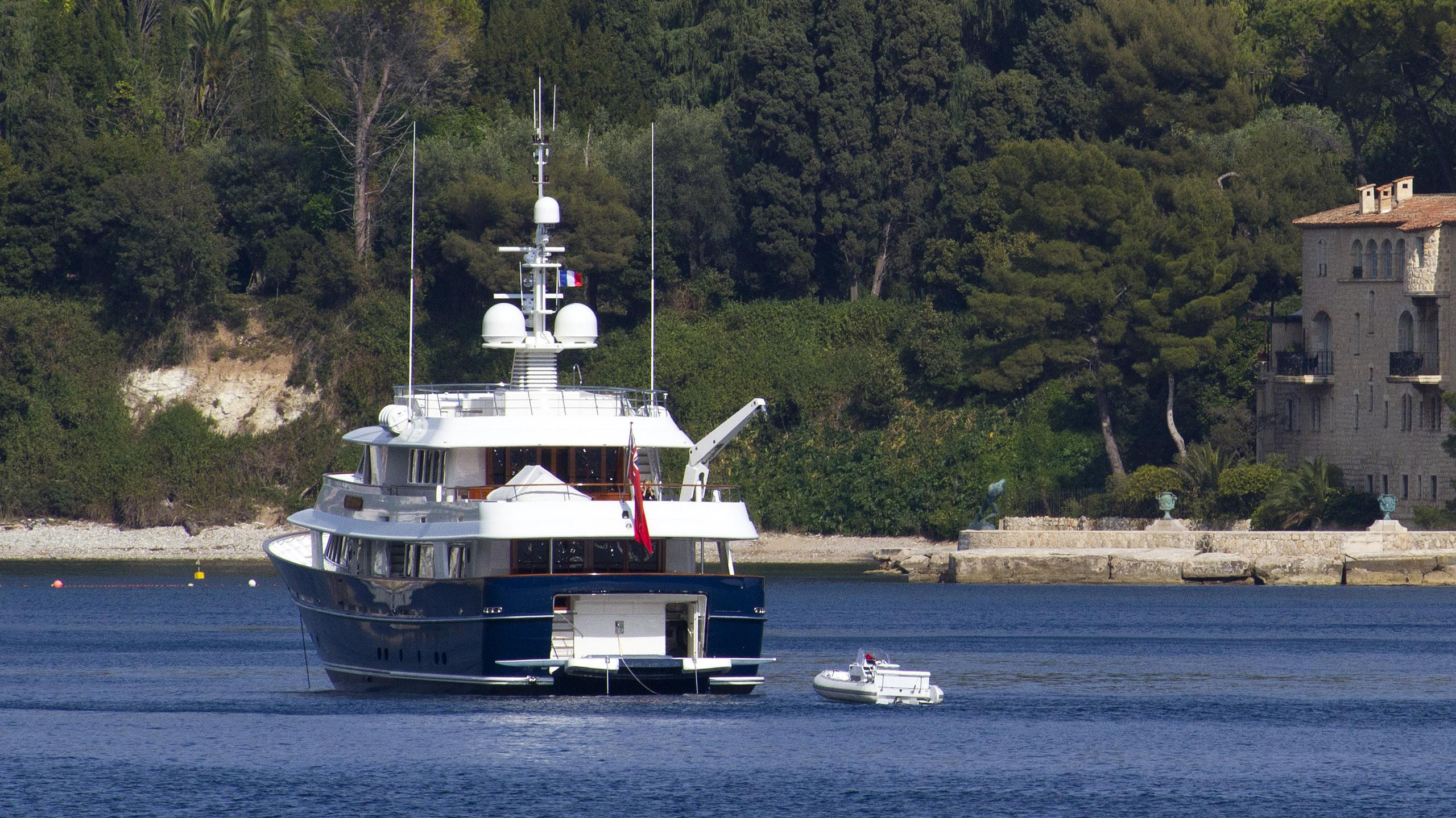 arcadia-motor-yacht-royal-huisman-2006-36m-stern