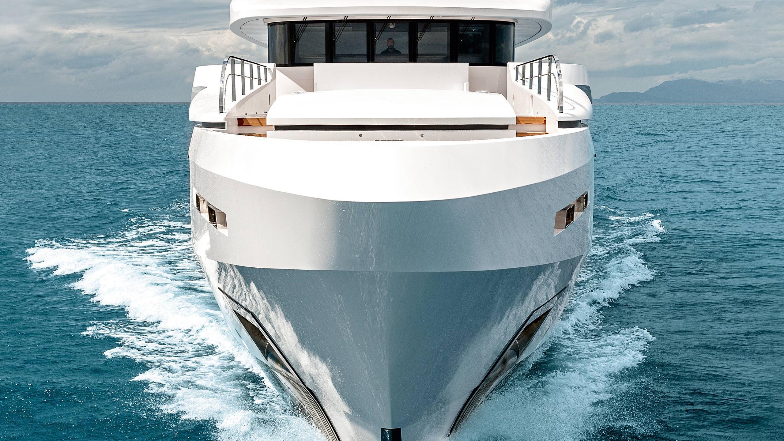 entourage-motor-yacht-admiral-the-italian-sea-group-2014-47m-bow