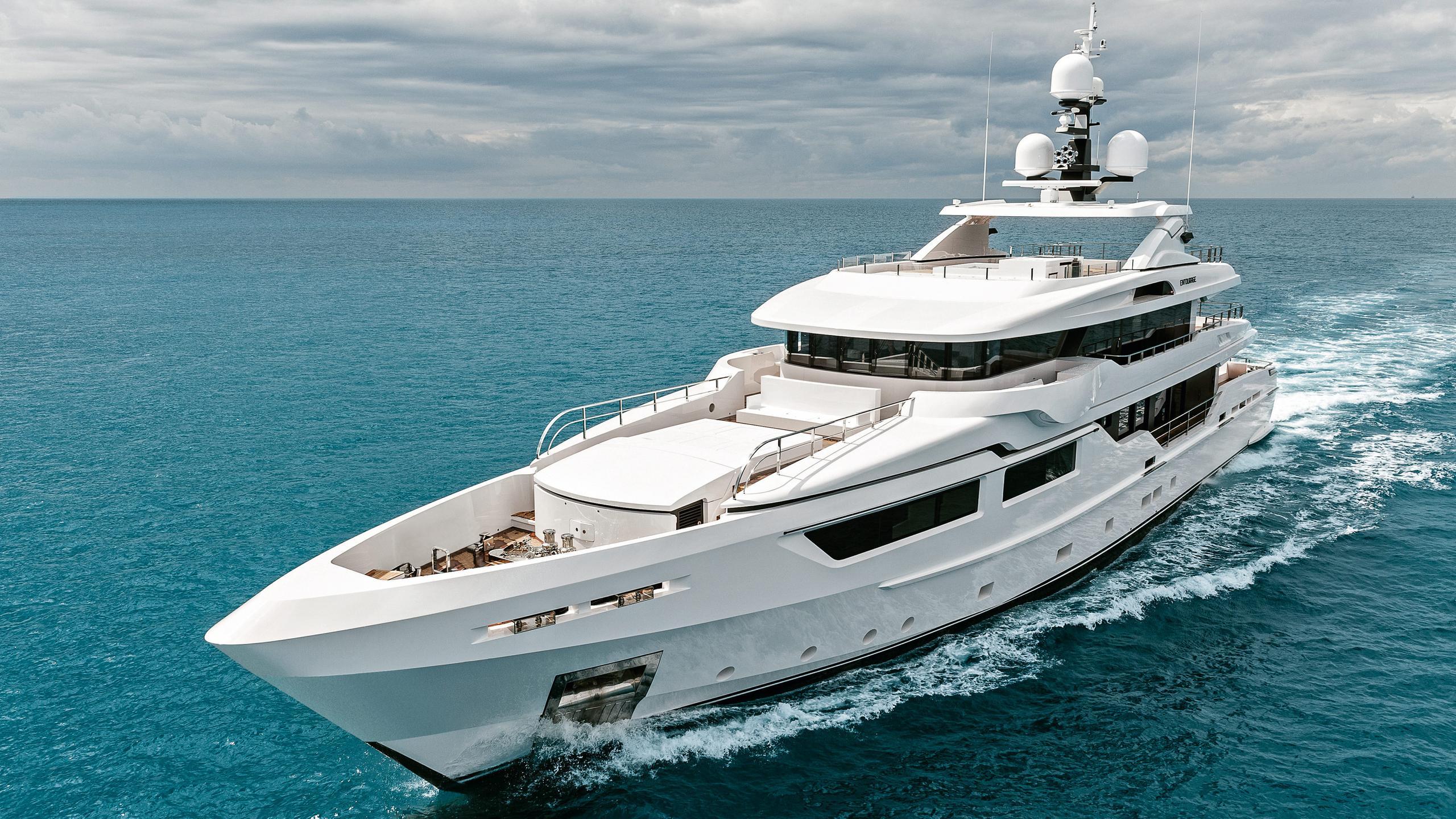 entourage-motor-yacht-admiral-the-italian-sea-group-2014-47m-half-profile-cruising