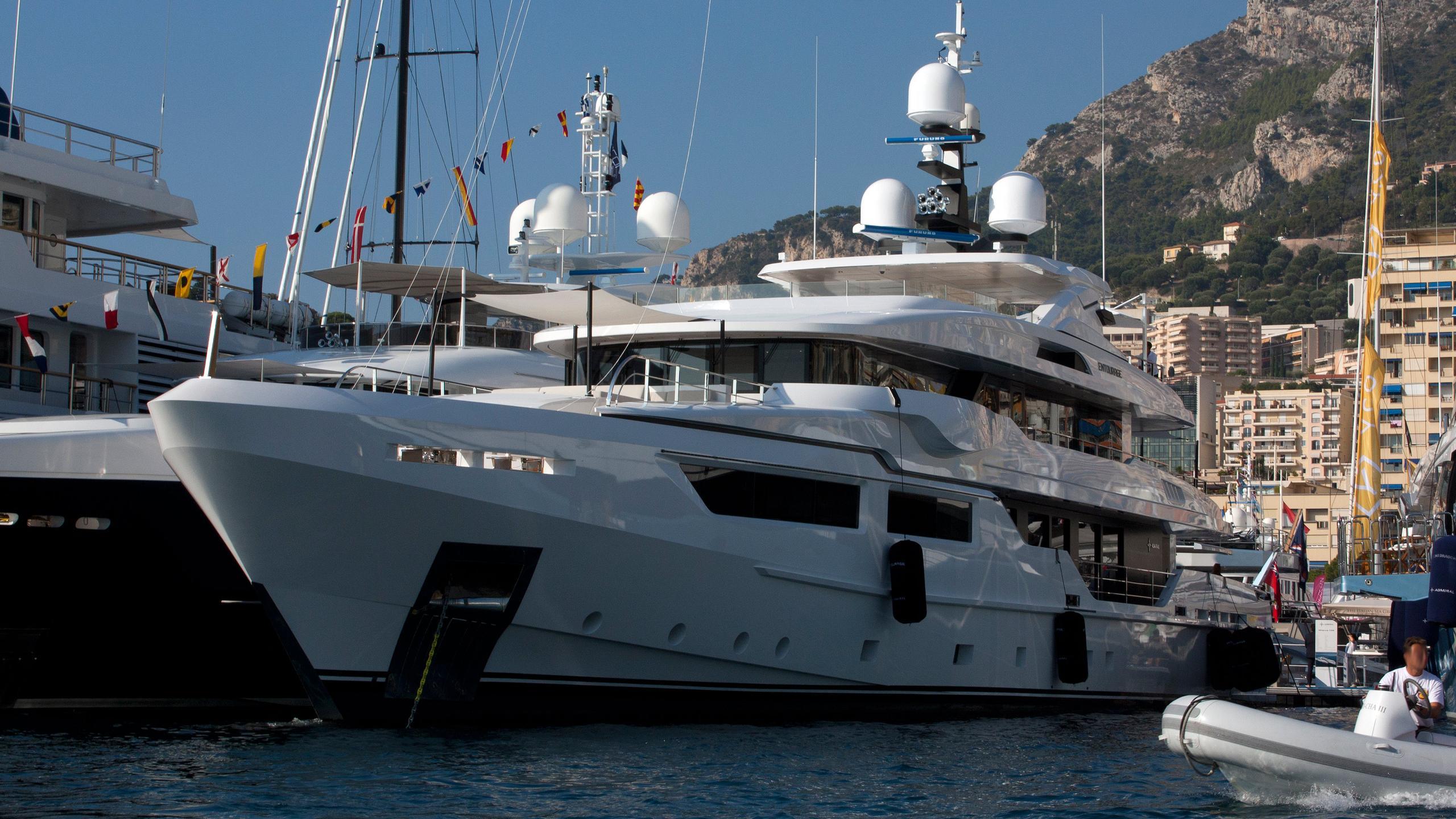 entourage-motor-yacht-admiral-the-italian-sea-group-2014-47m-bow-moored
