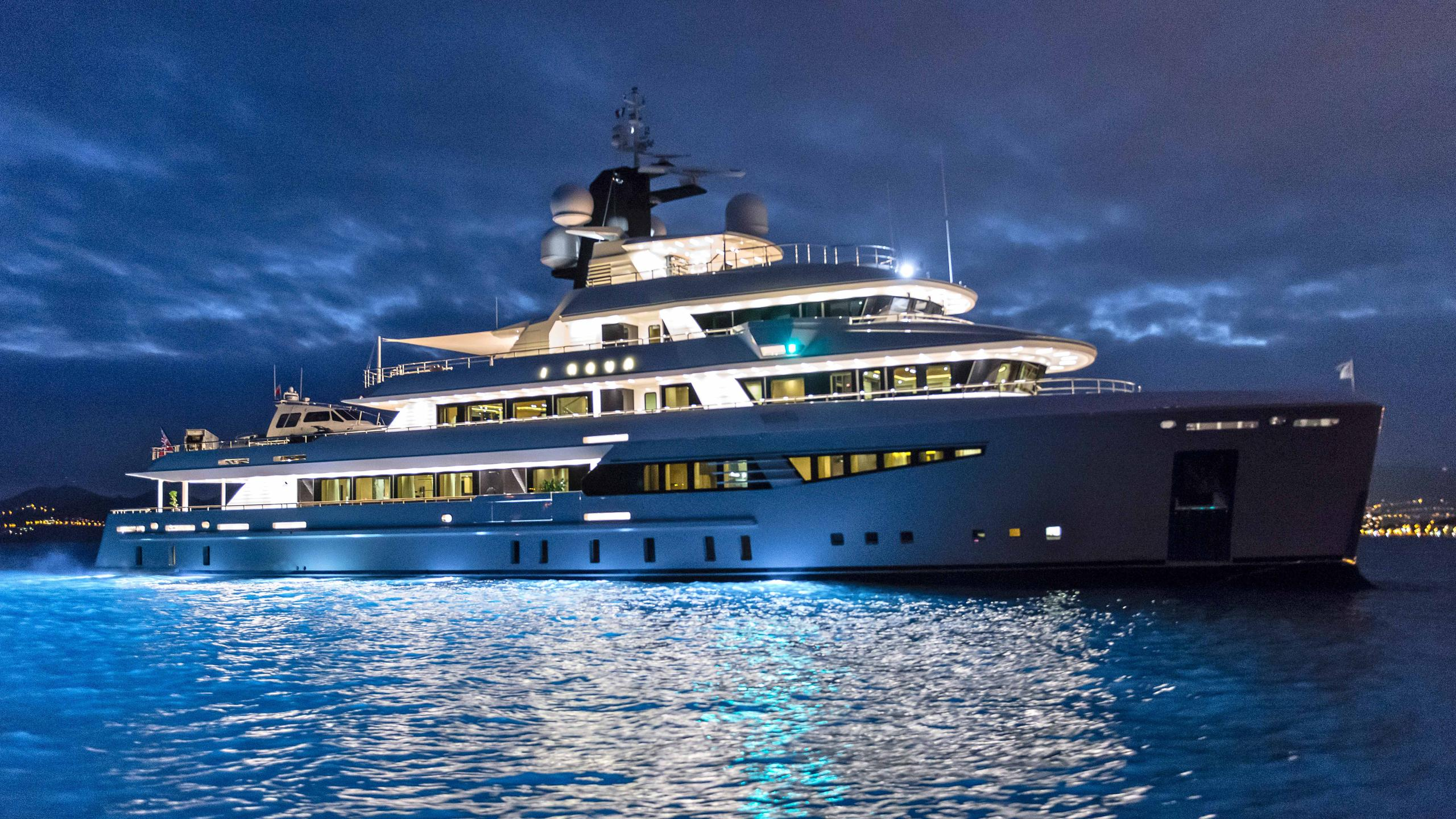 i-nova-explorer-yacht-cosmo-2013-50m-profile-by-night