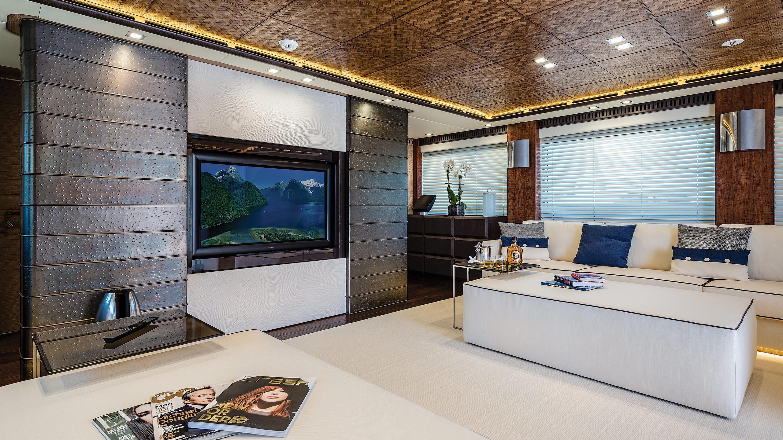 i-nova-explorer-yacht-cosmo-2013-50m-saloon