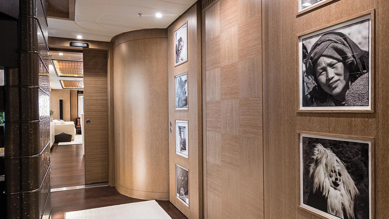 i-nova-explorer-yacht-cosmo-2013-50m-corridor
