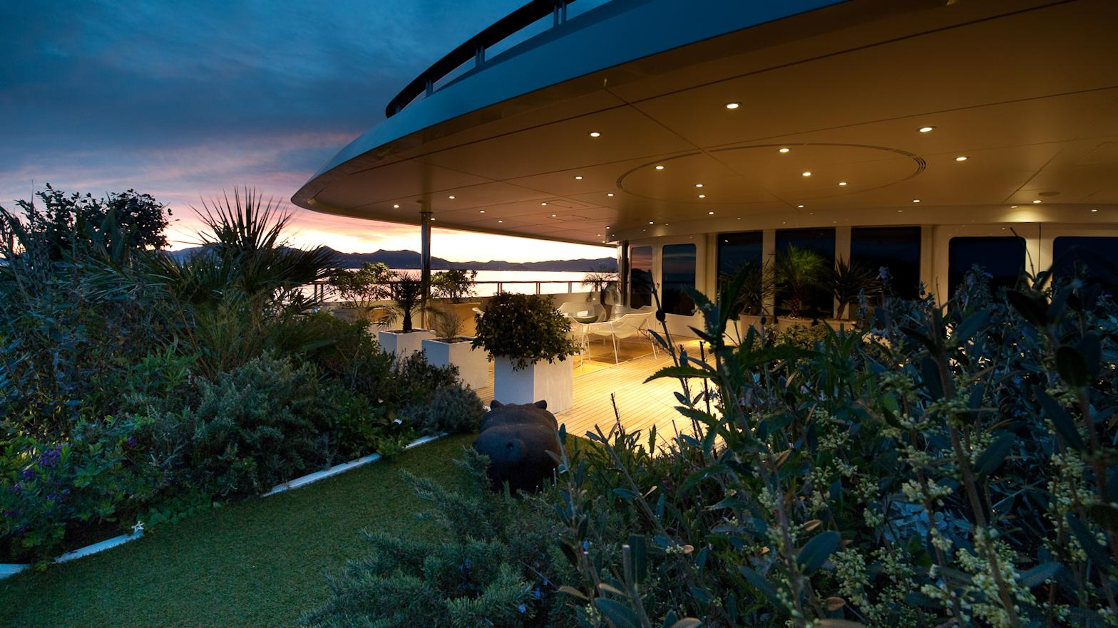 reborn-motor-yacht-amels-1999-75m-garden