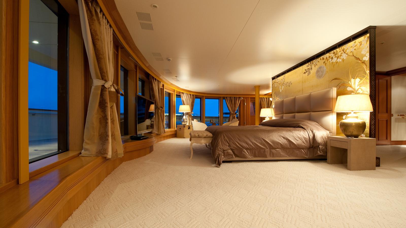 reborn-motor-yacht-amels-1999-75m-stateroom