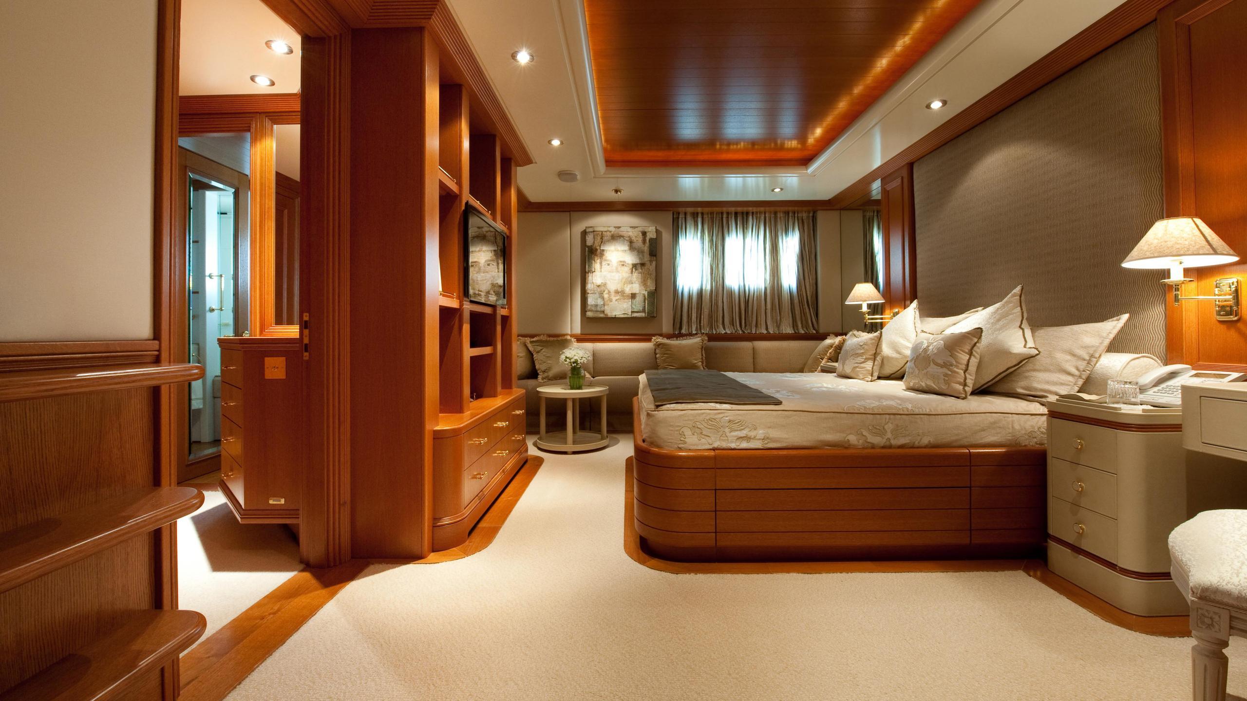 reborn-motor-yacht-amels-1999-75m-double-cabin