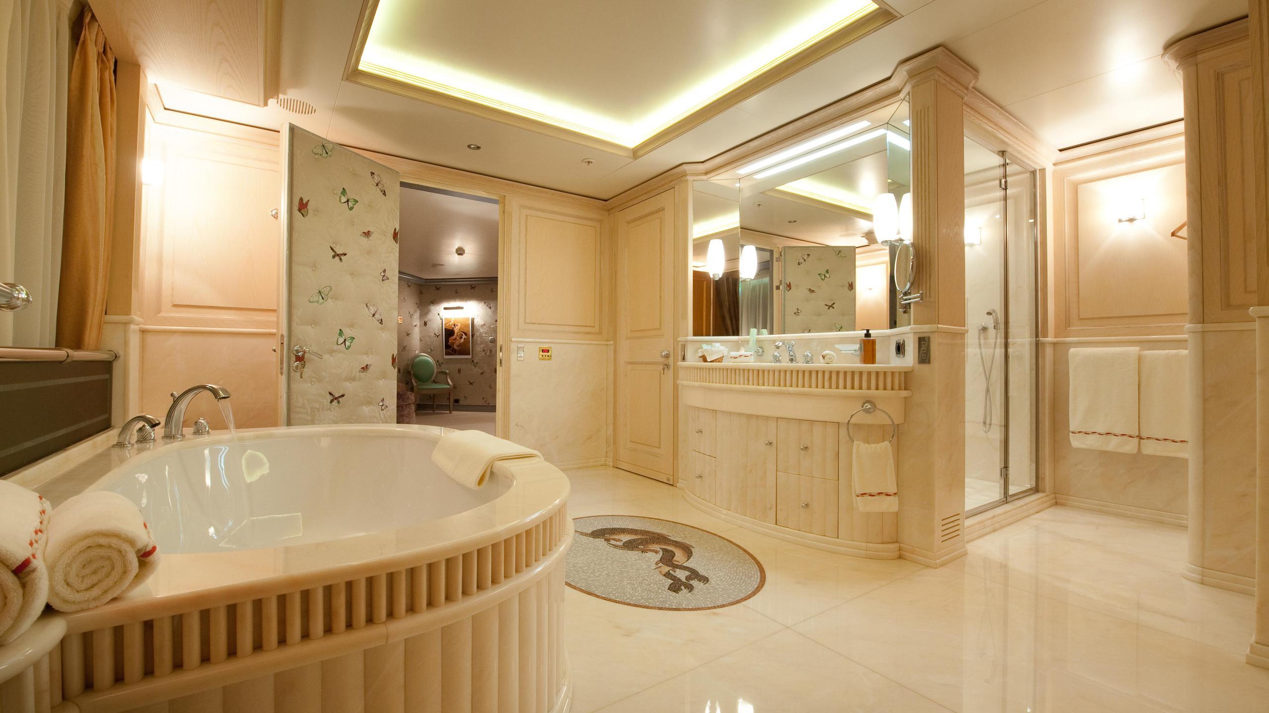 reborn-motor-yacht-amels-1999-75m-bathroom