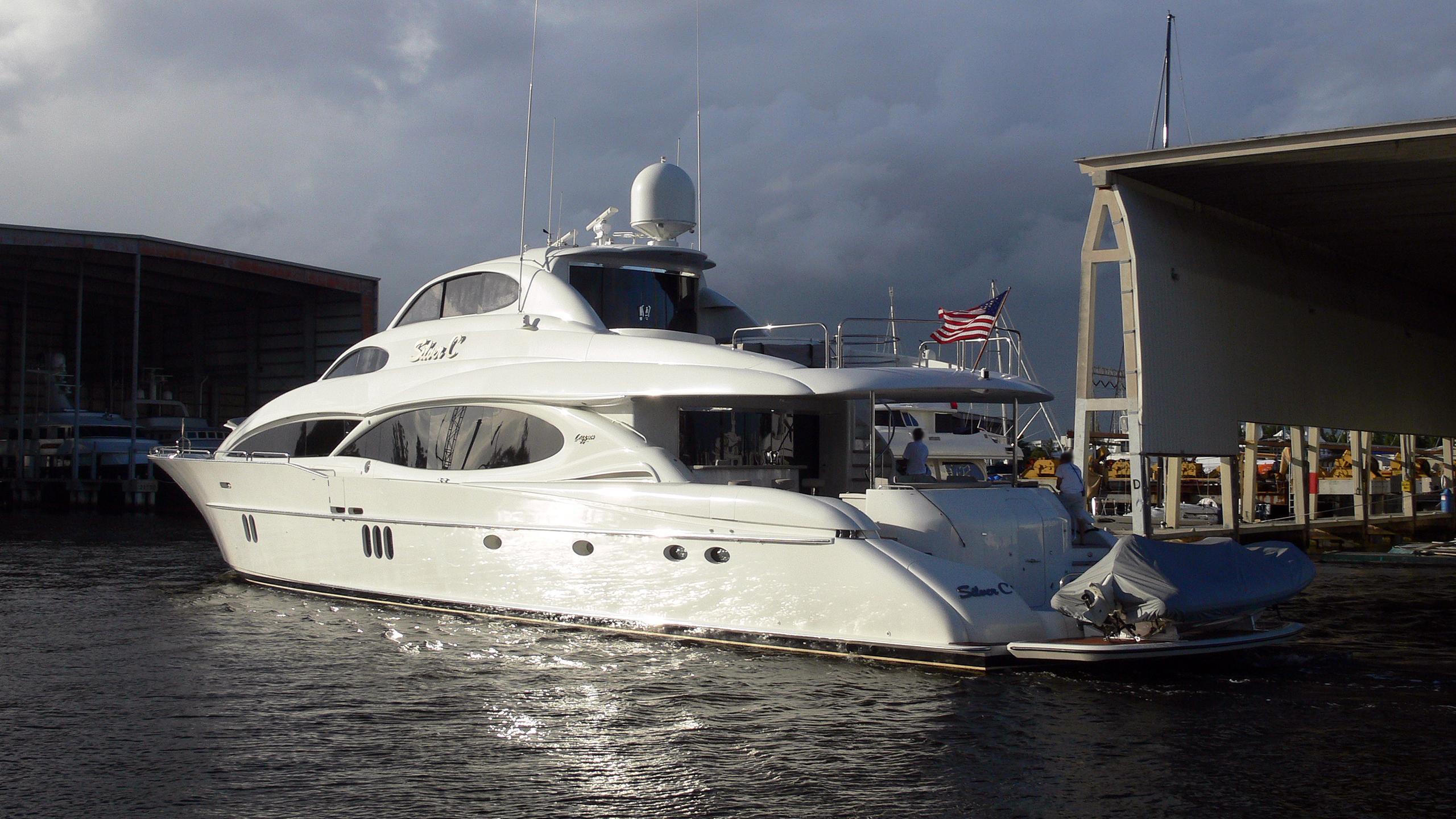 the-beeliever-halftime-motor-yacht-lazzara-2005-33m-half-profile