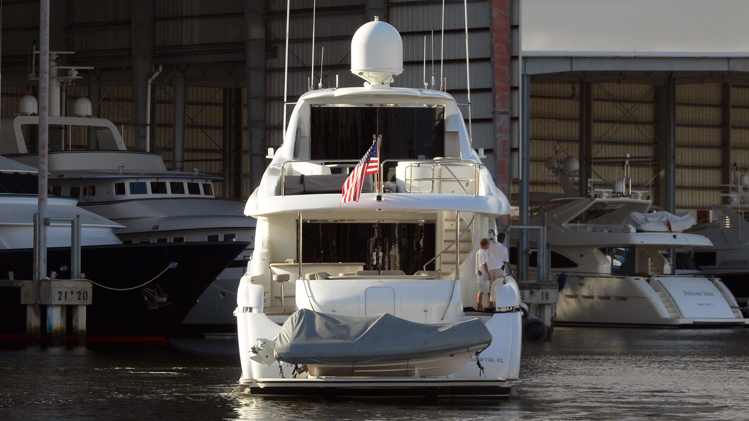 the-beeliever-halftime-motor-yacht-lazzara-2005-33m-stern
