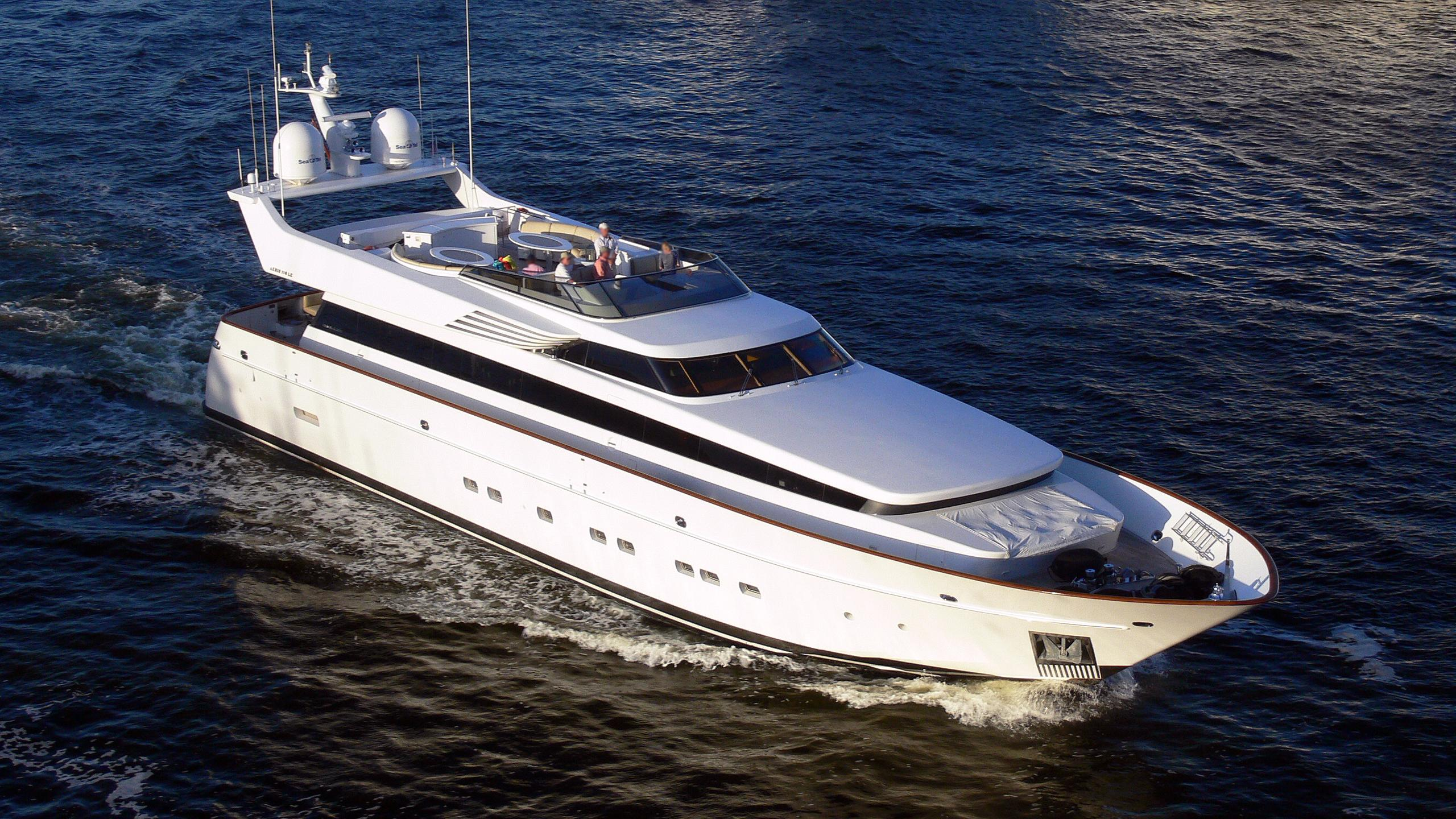 lunasea-motor-yacht-cantieri-di-pisa-20000-akhir-34s-34m-cruising-half-profile