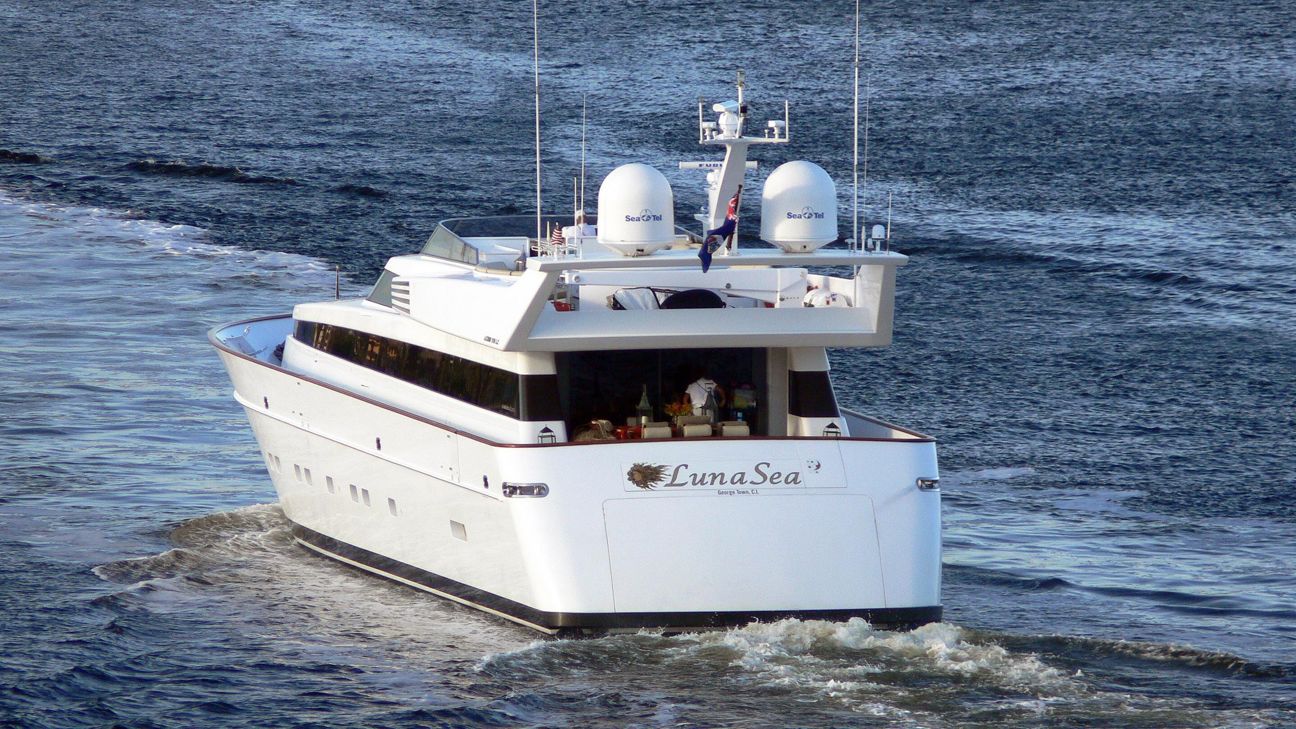 lunasea-motor-yacht-cantieri-di-pisa-20000-akhir-34s-34m-stern