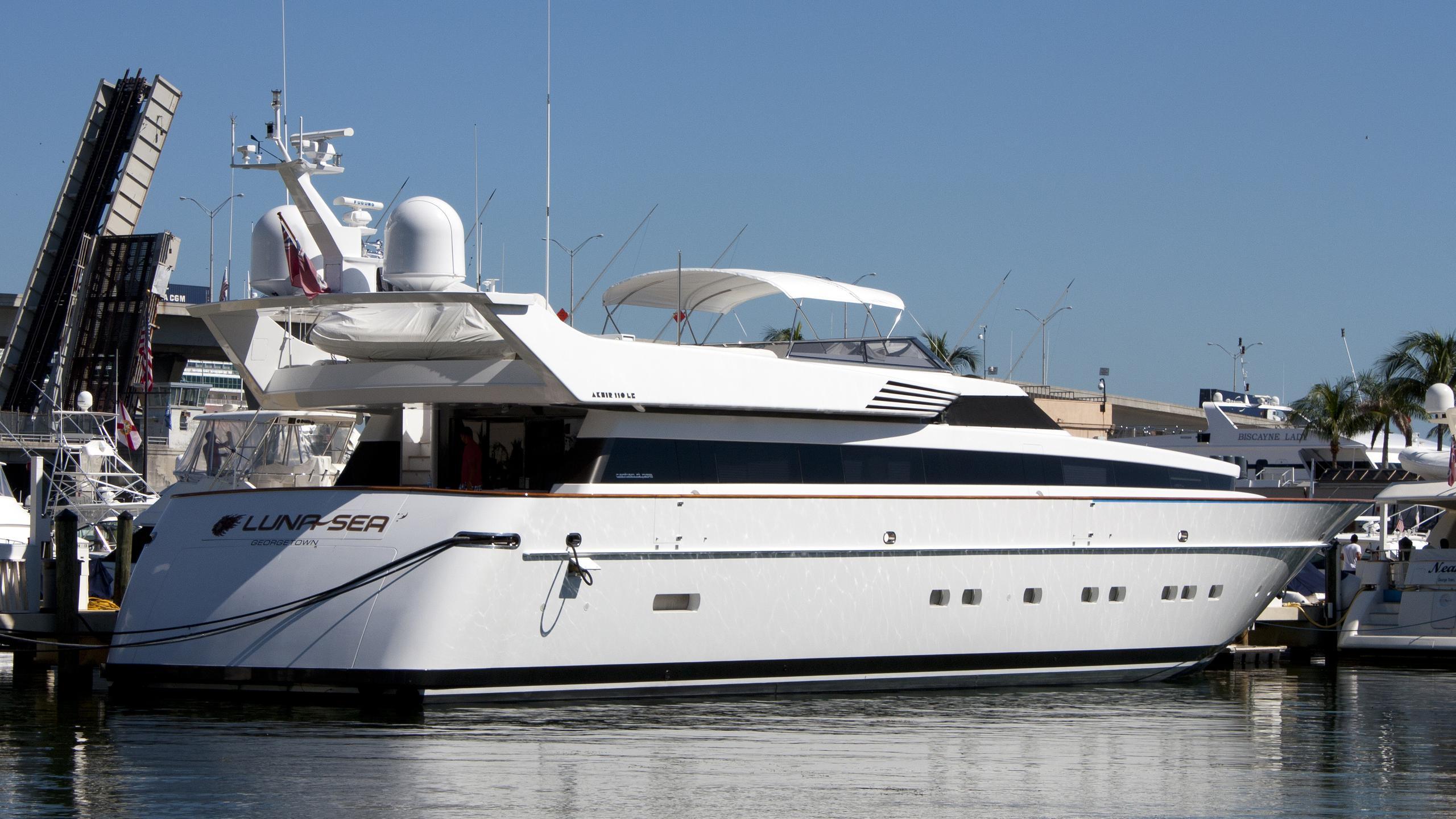 lunasea-motor-yacht-cantieri-di-pisa-20000-akhir-34s-34m-moored-half-profile