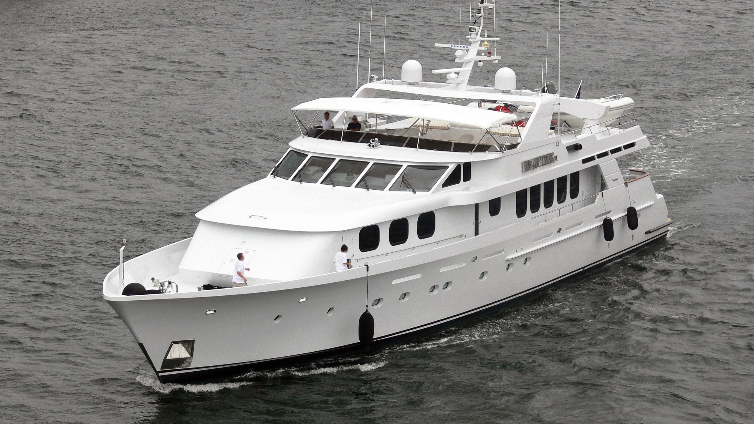 cachee-motor-yacht-christensen-1999-38m-half-profile