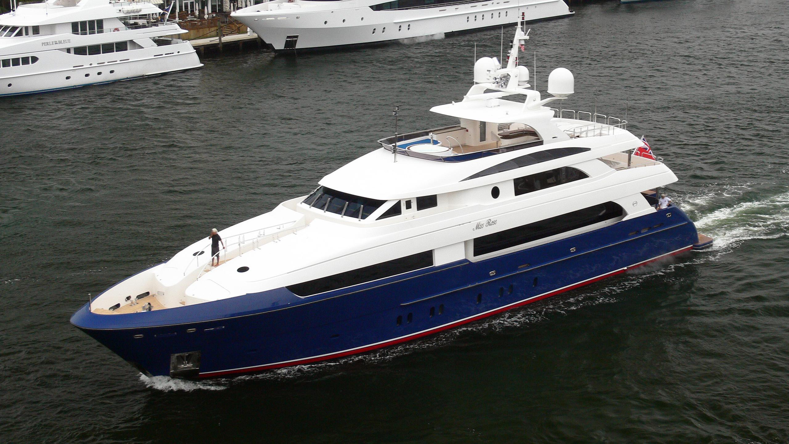 lady-leila-motor-yacht-horizon-premier-130-2008-40m-running-half-profile
