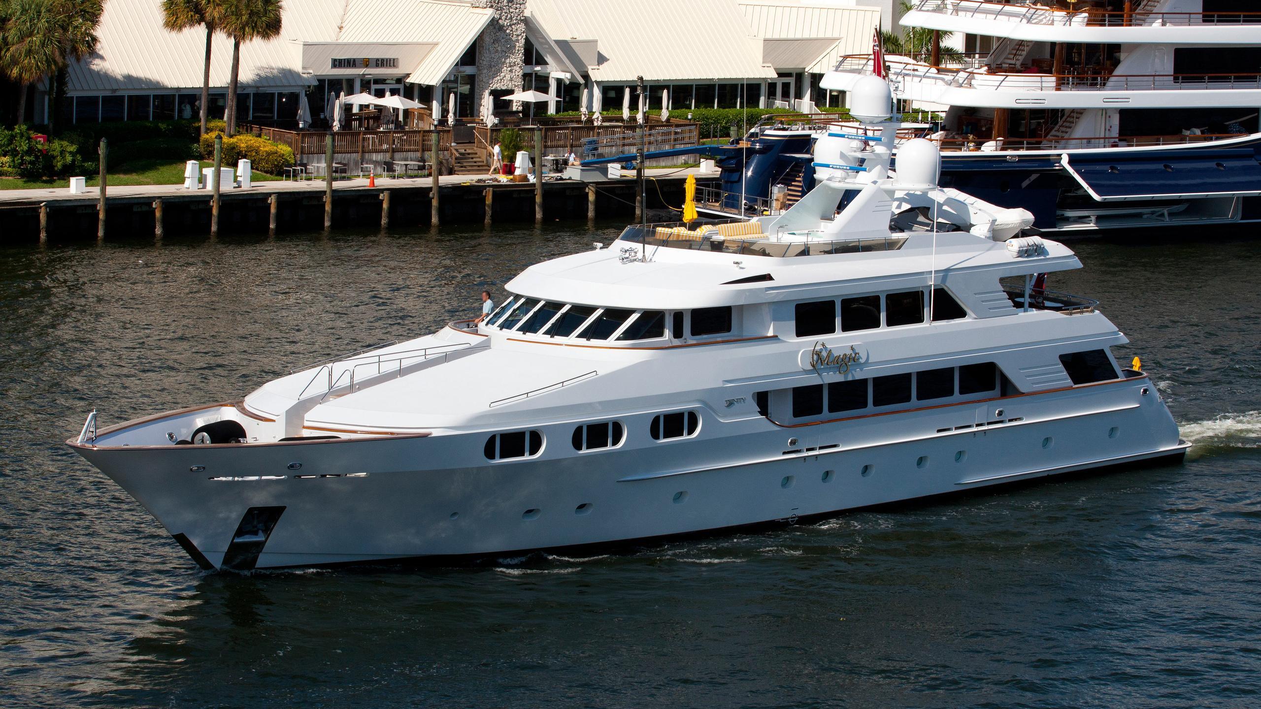 attitude-motor-yacht-trinity-1997-46m-running-half-profile