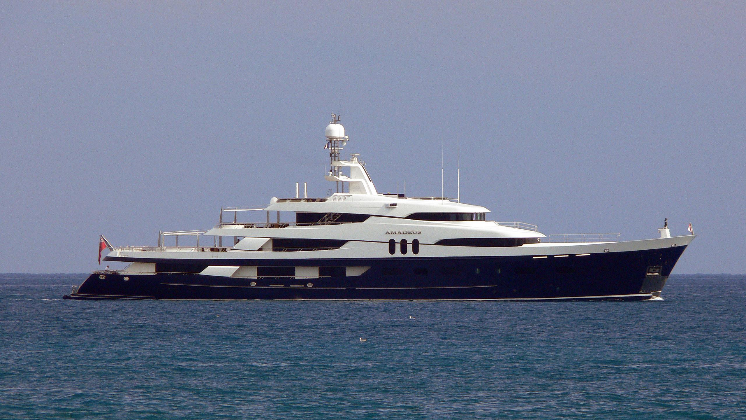 felix-motor-yacht-amadeus-1969-70m-profile