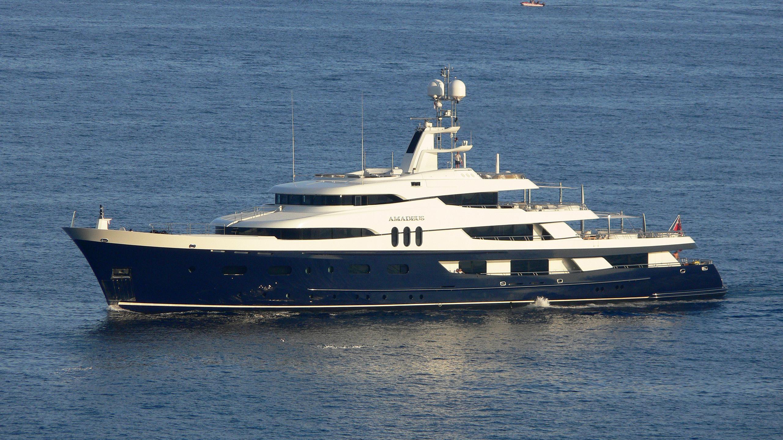 felix-motor-yacht-amadeus-1969-70m-running-profile