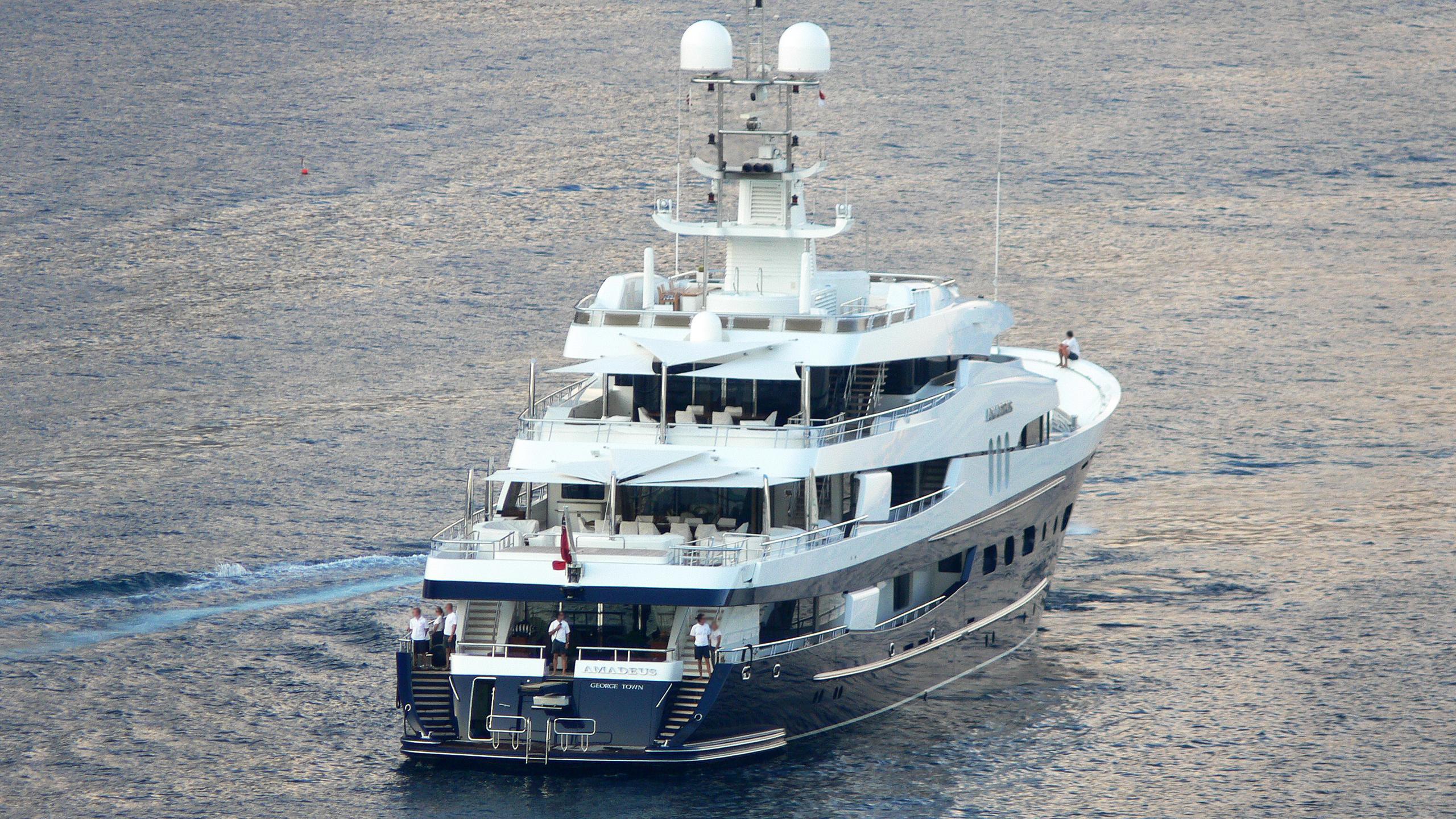 felix-motor-yacht-amadeus-1969-70m-running-stern