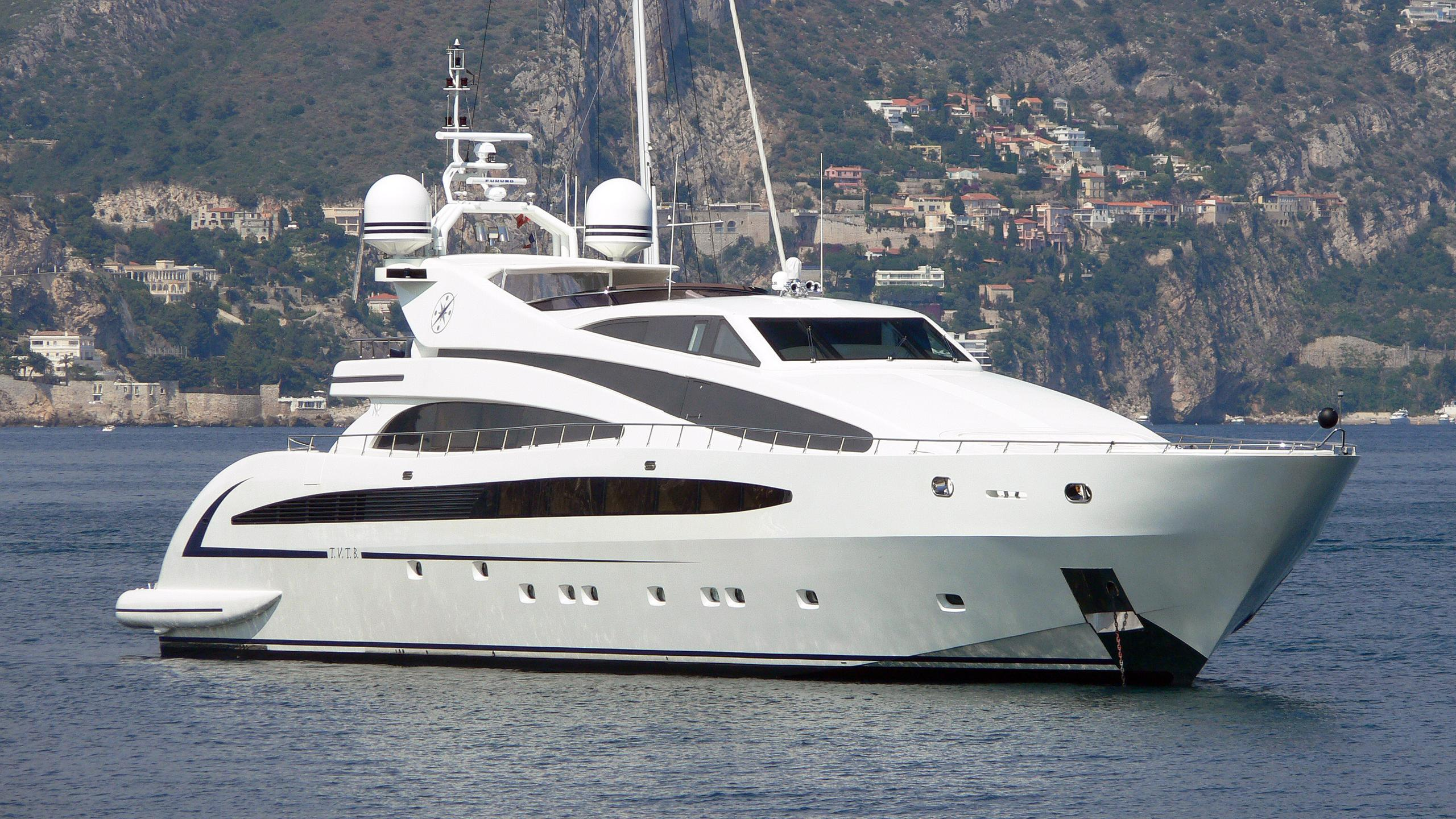 liberdade-motor-yacht-isa-136-2007-41m-half-profile