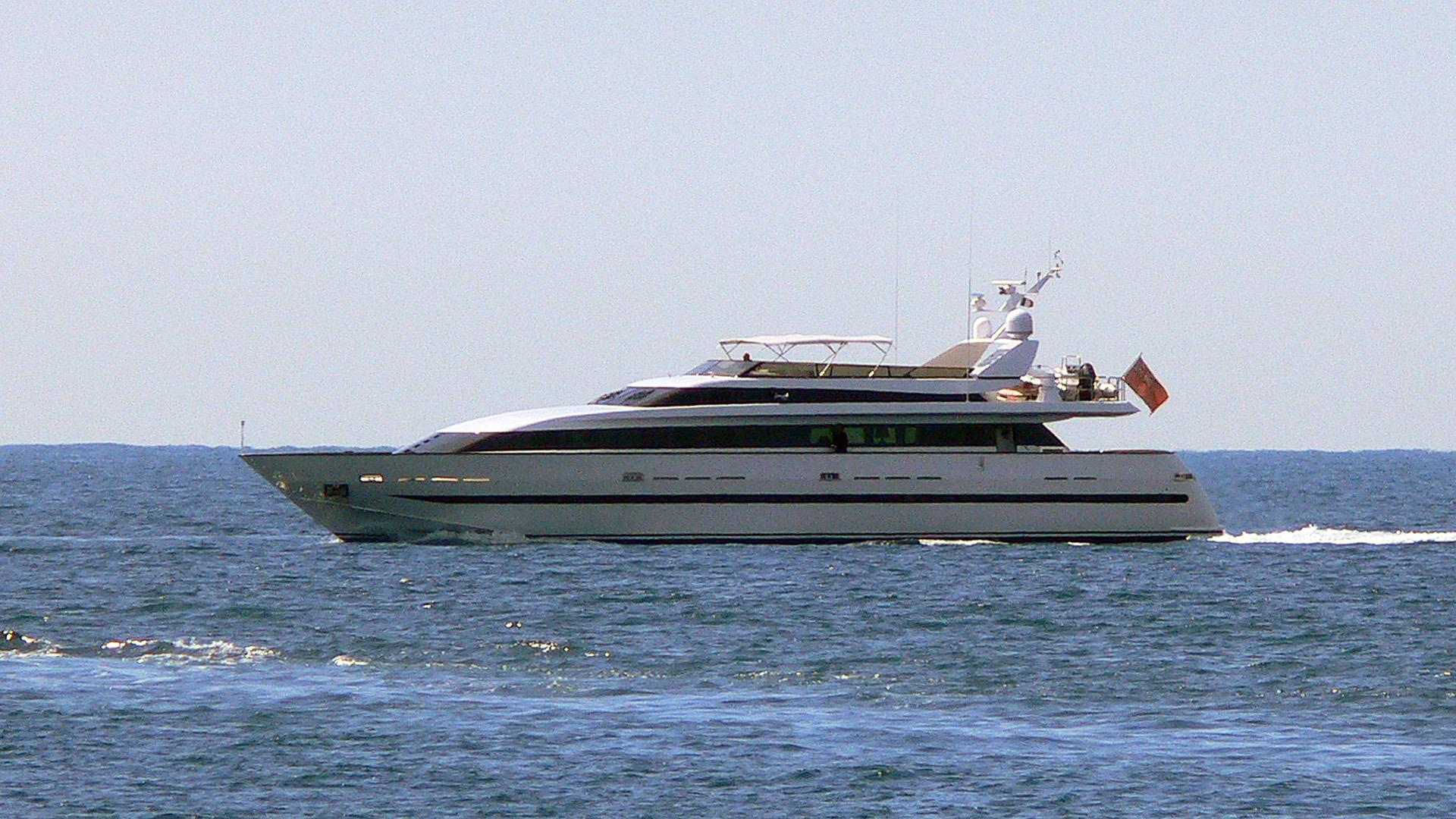 christo-he-motor-yacht-baglietto-33m-1991-running-profile