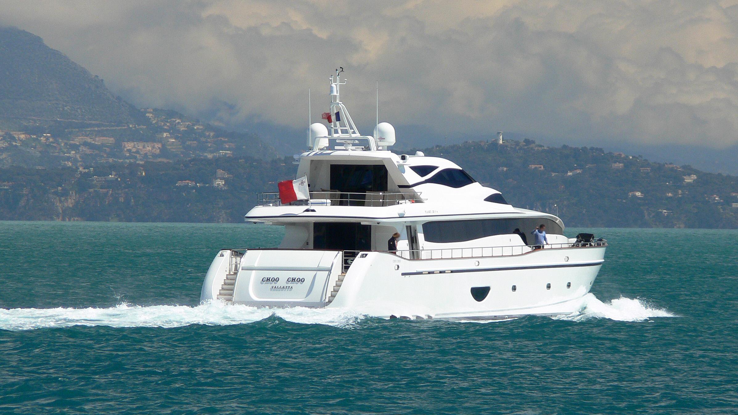 choo-choo-motor-yacht-new-versilcraft-2006-36m-running-stern