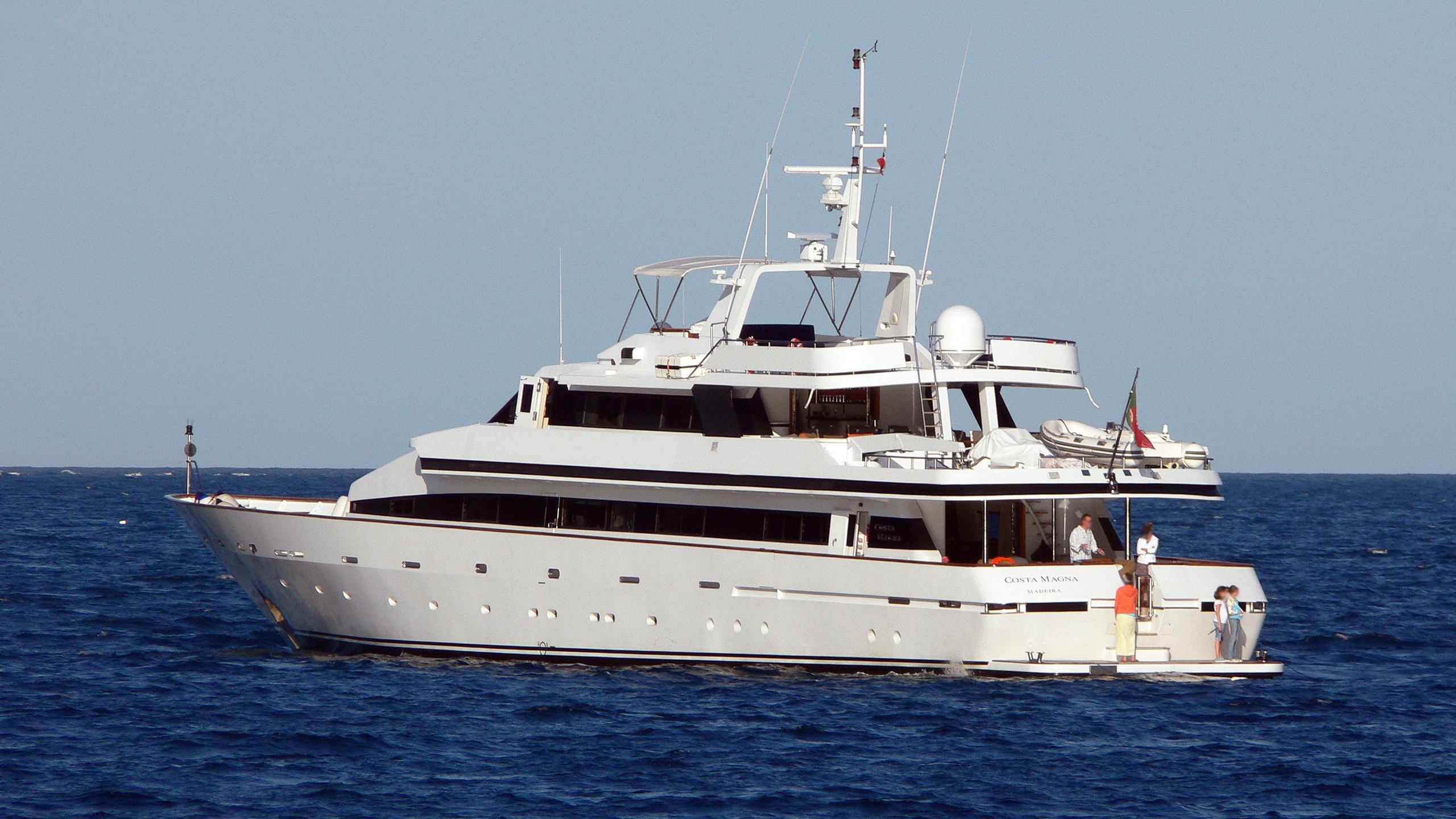 costa-magna-motor-yacht-proteksan-1986-44m-stern