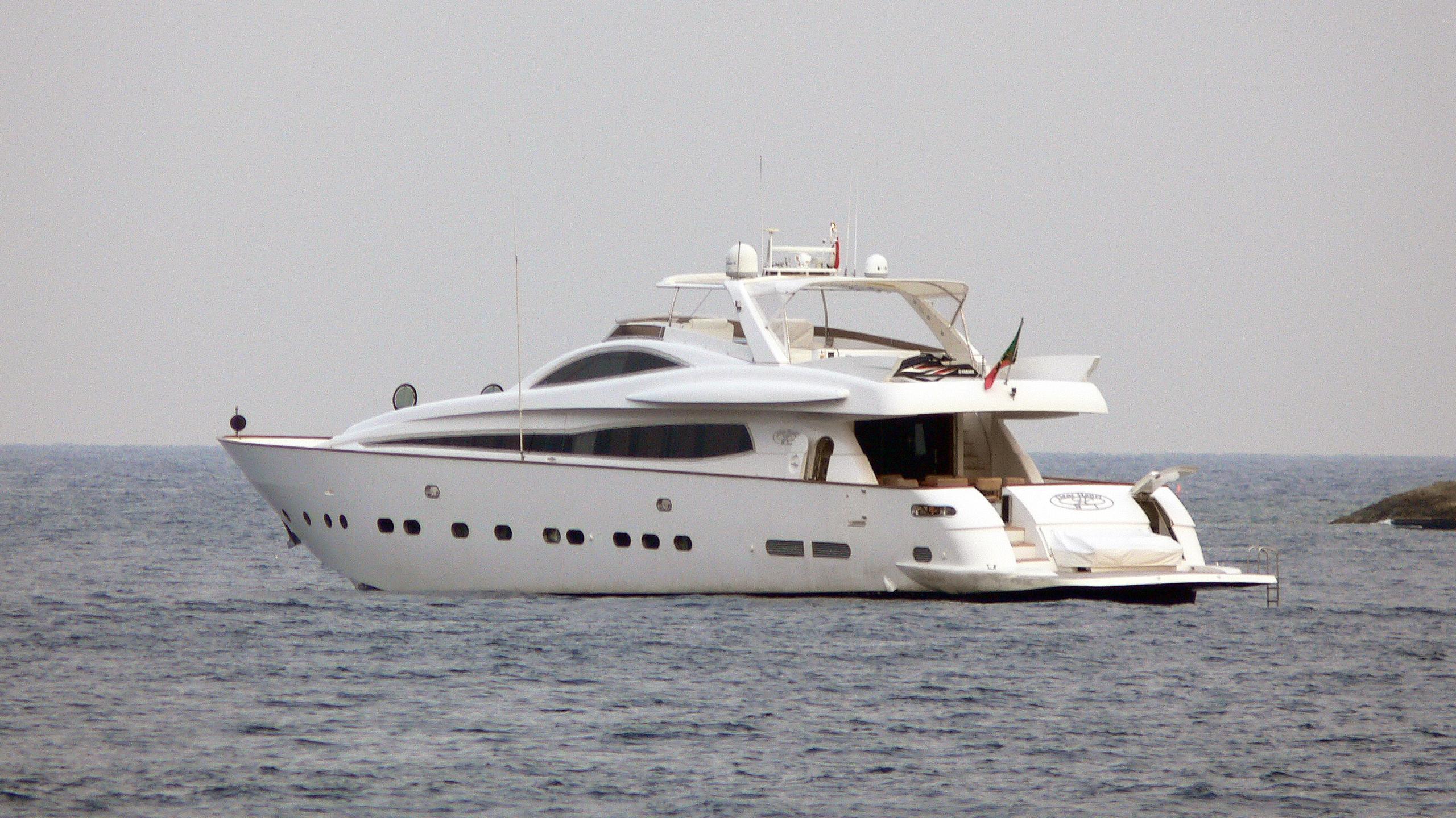 dear-henri-motor-yacht-antago-1998-33m-stern