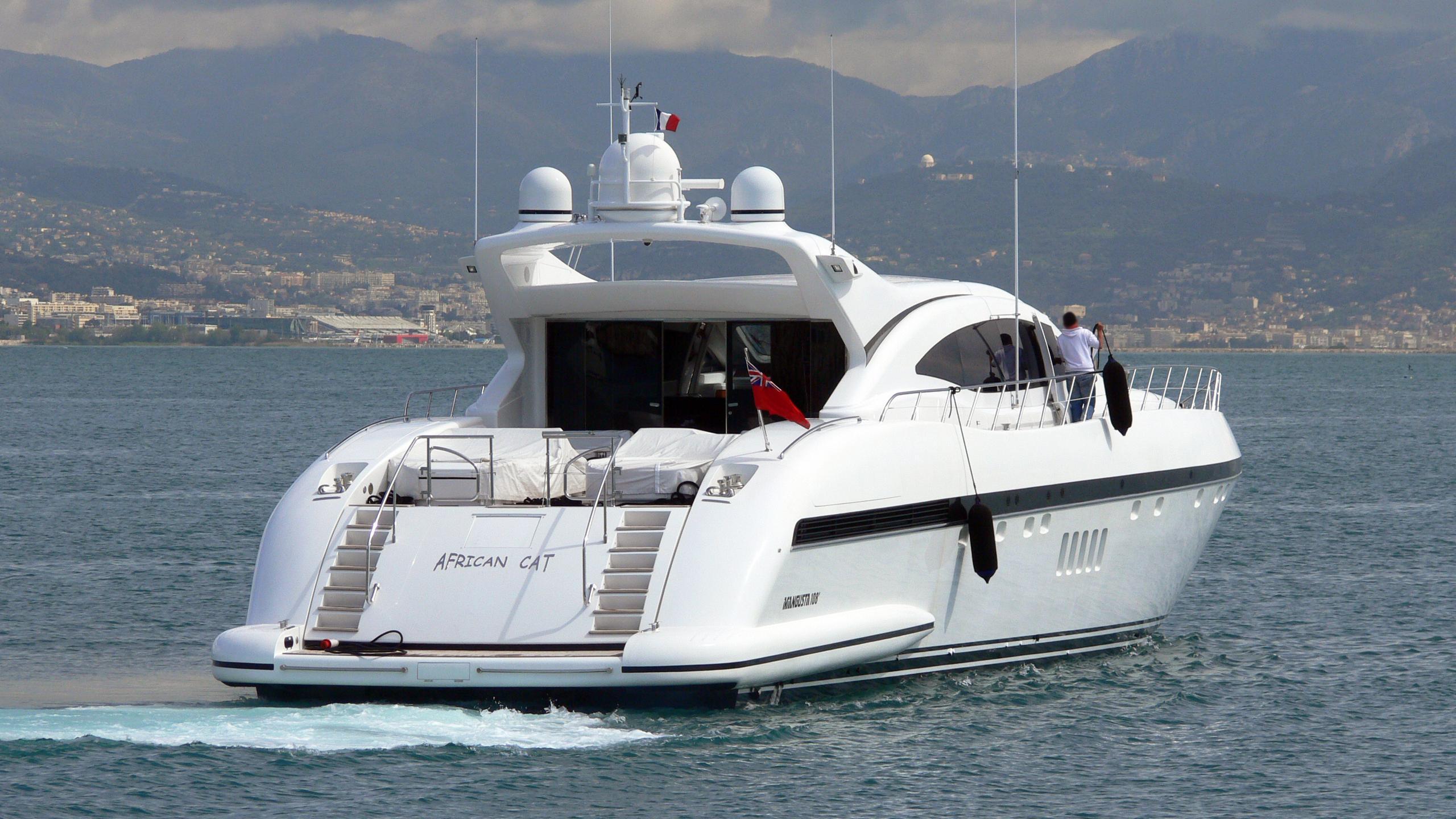 gagagris-motor-yacht-mangusta-108-sport-overmarine-2002-33m-running-stern
