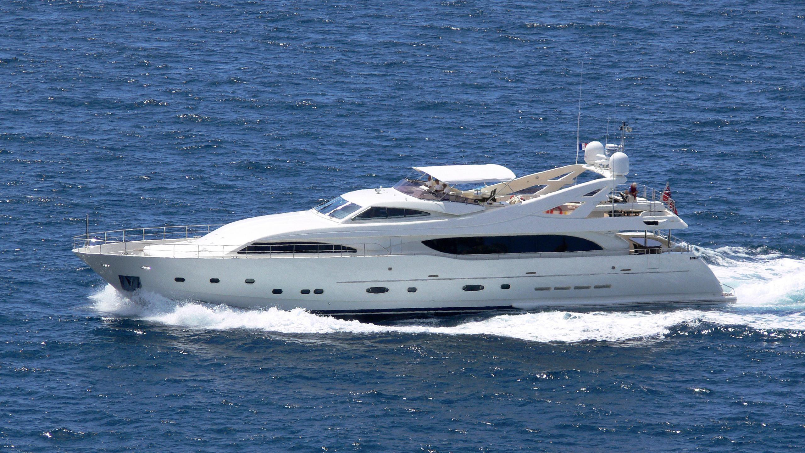 gazou-motor-yacht-ferretti-custom-line-115-2006-34m-running-profile