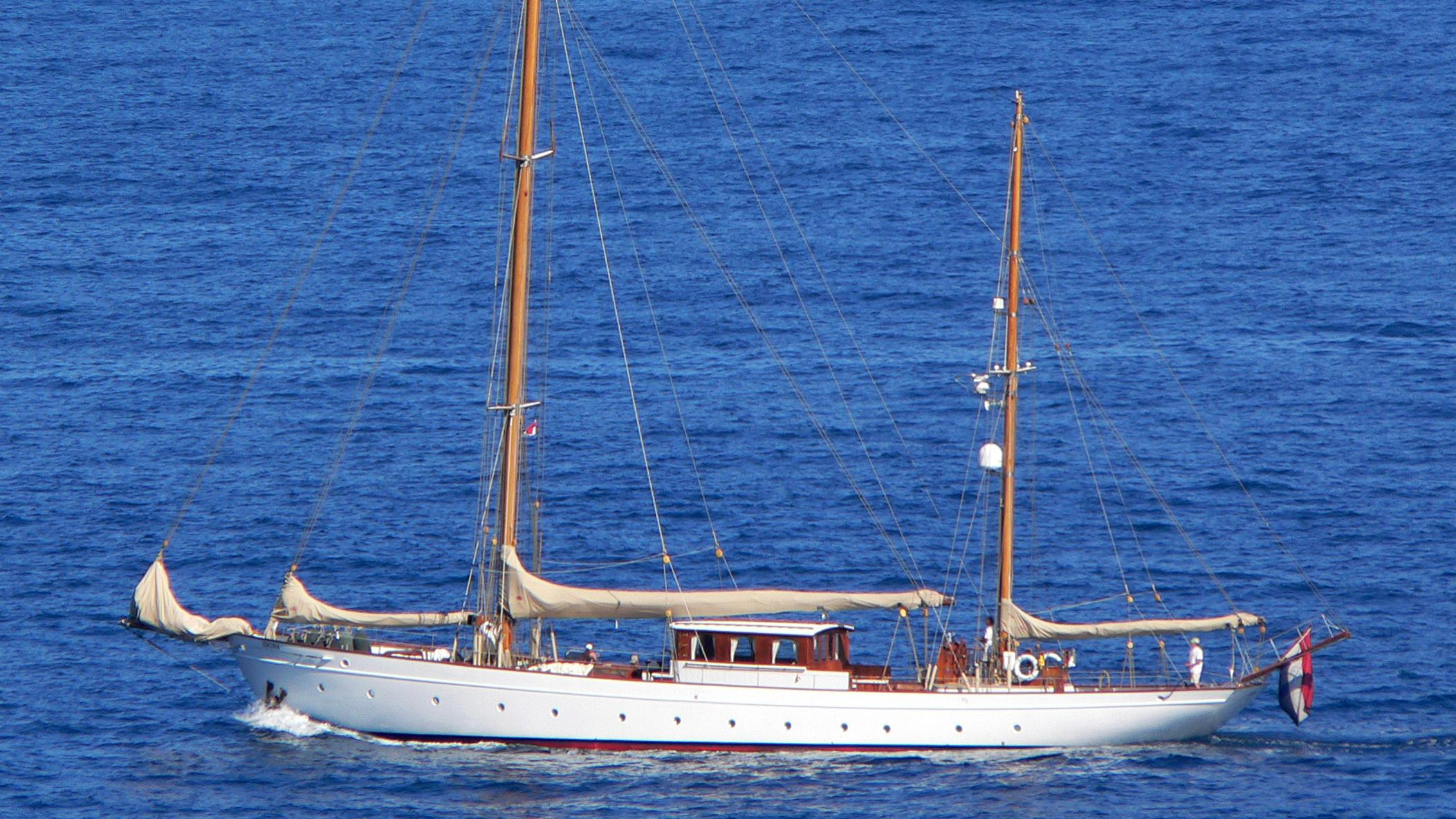 iduna-sailing-yacht-de-vlijt-1939-34m-moored-profile